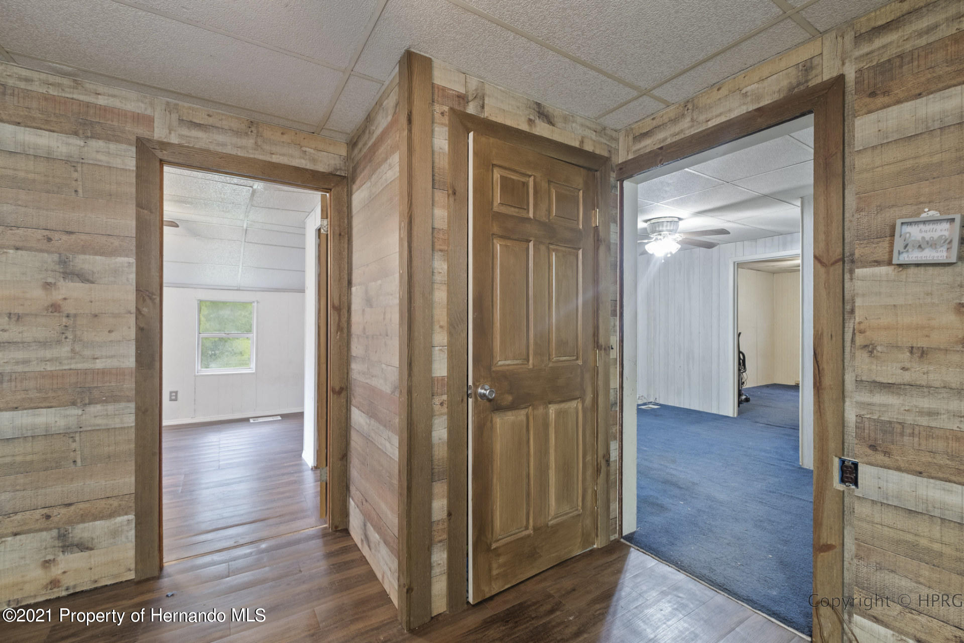 Listing photo id 12 for 7071 Lang Street