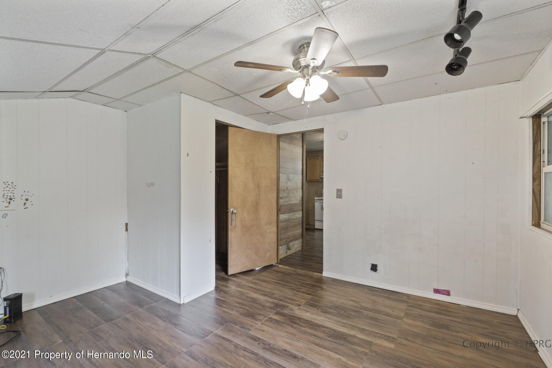Listing photo id 14 for 7071 Lang Street