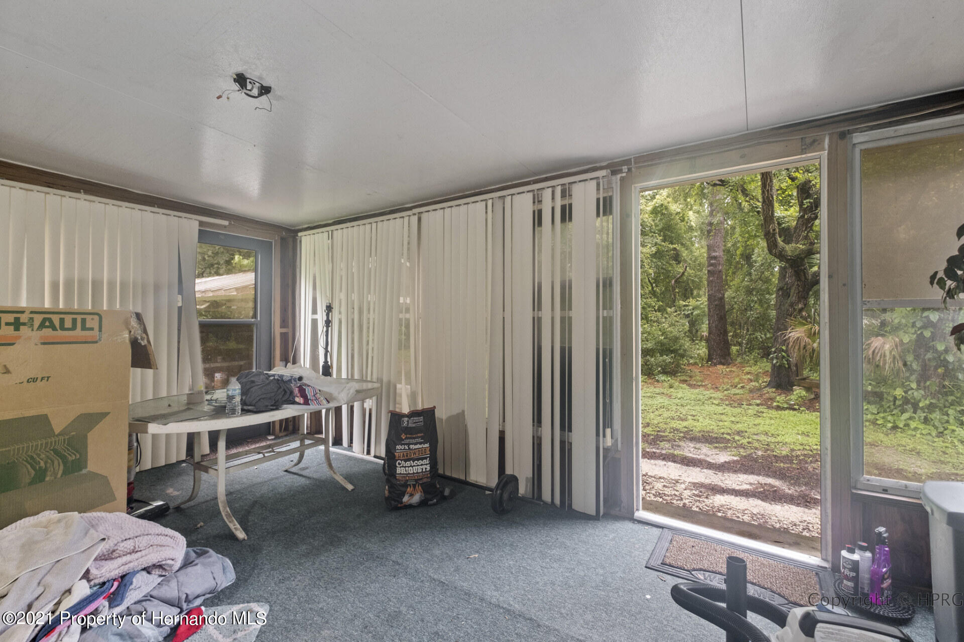 Listing photo id 15 for 7071 Lang Street