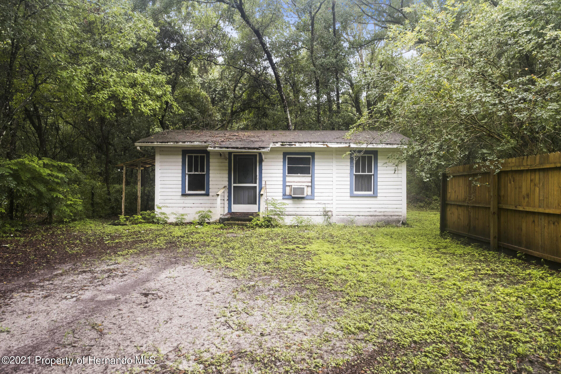 Listing photo id 22 for 7071 Lang Street