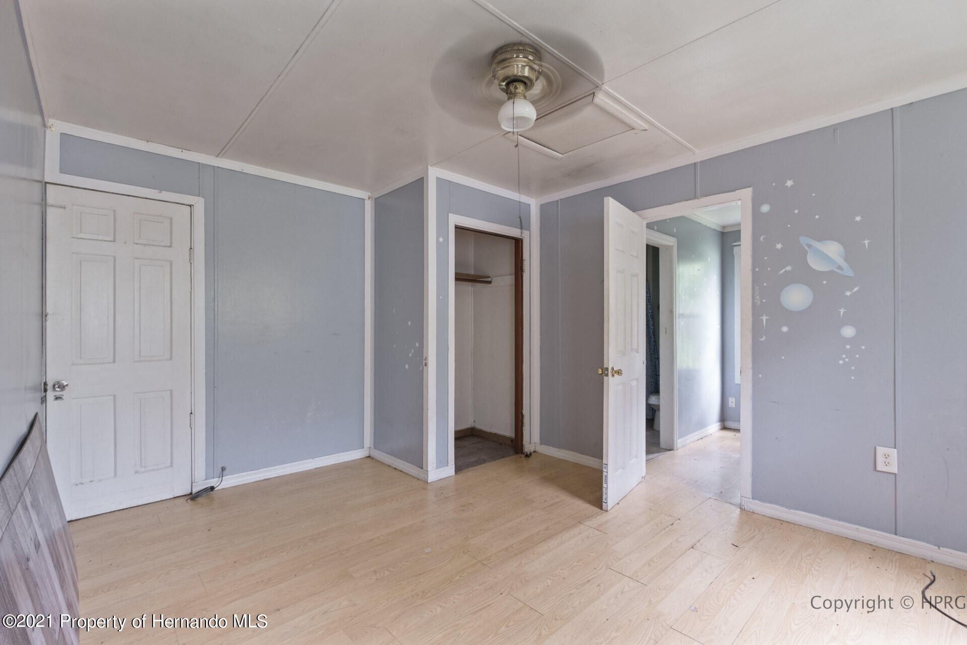 Listing photo id 23 for 7071 Lang Street