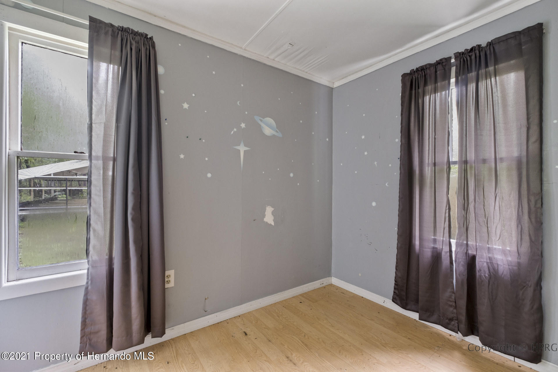 Listing photo id 25 for 7071 Lang Street