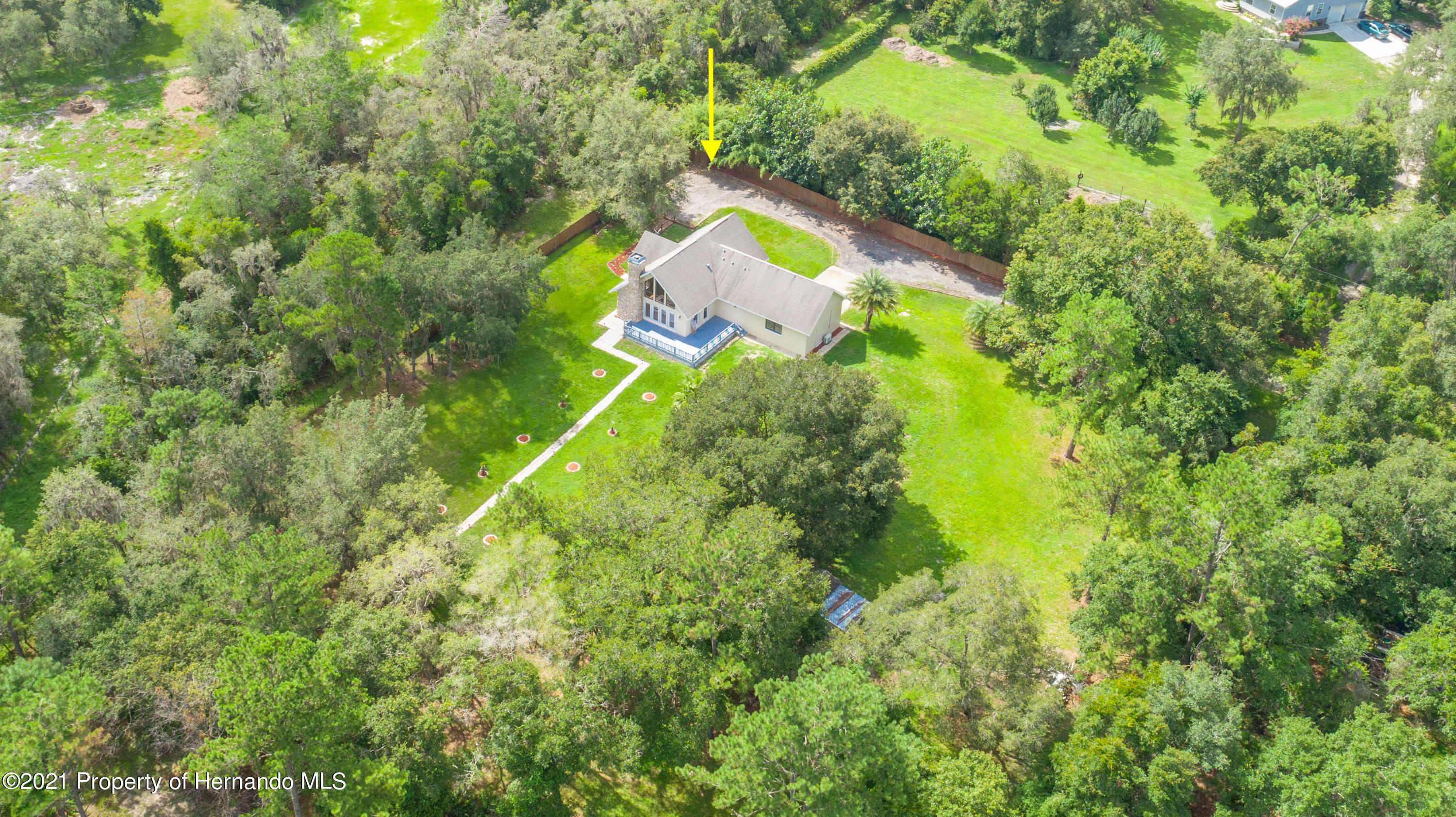 Listing photo id 3 for 22093 Carr Creek Drive