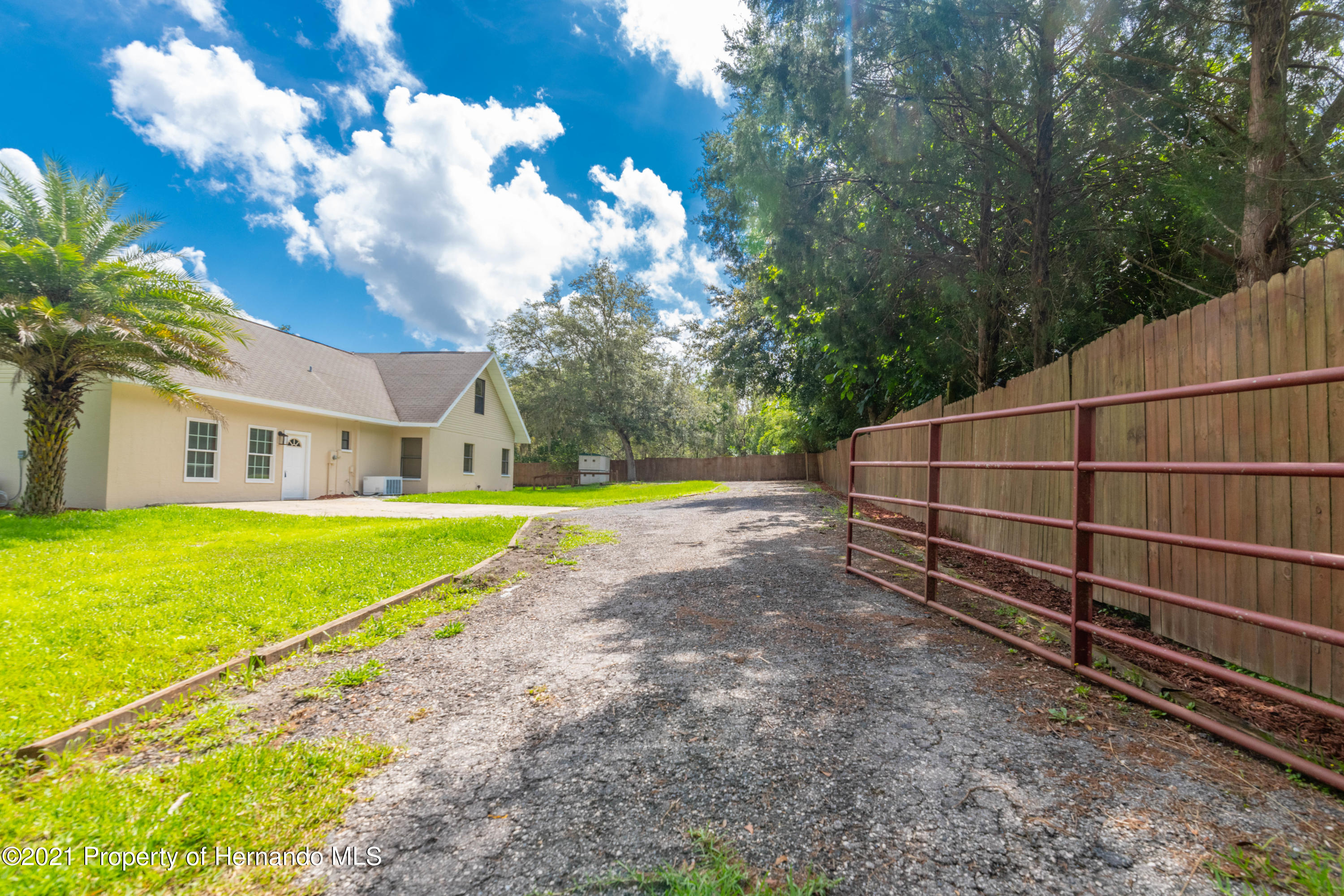 Listing photo id 8 for 22093 Carr Creek Drive