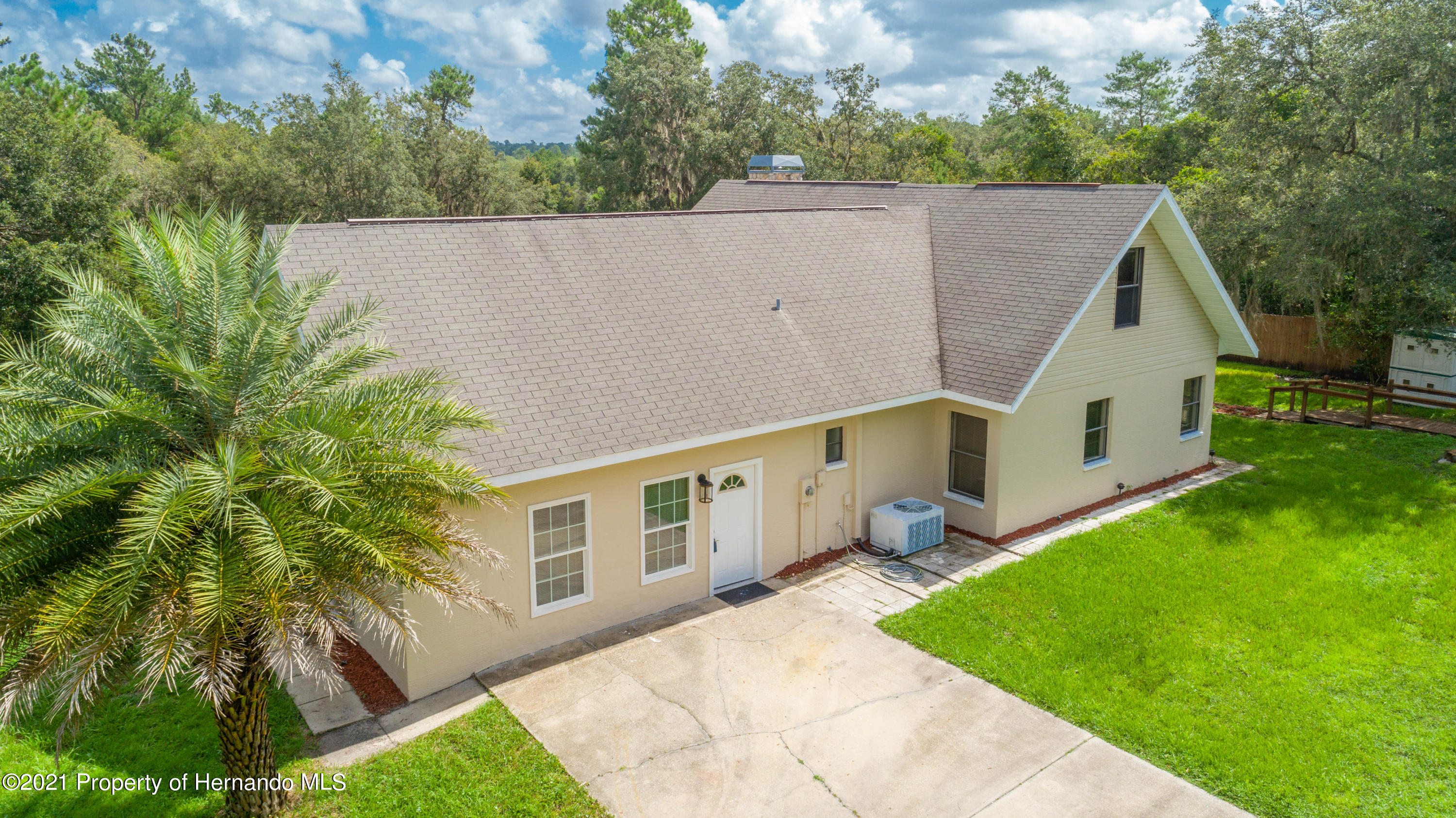Listing photo id 10 for 22093 Carr Creek Drive