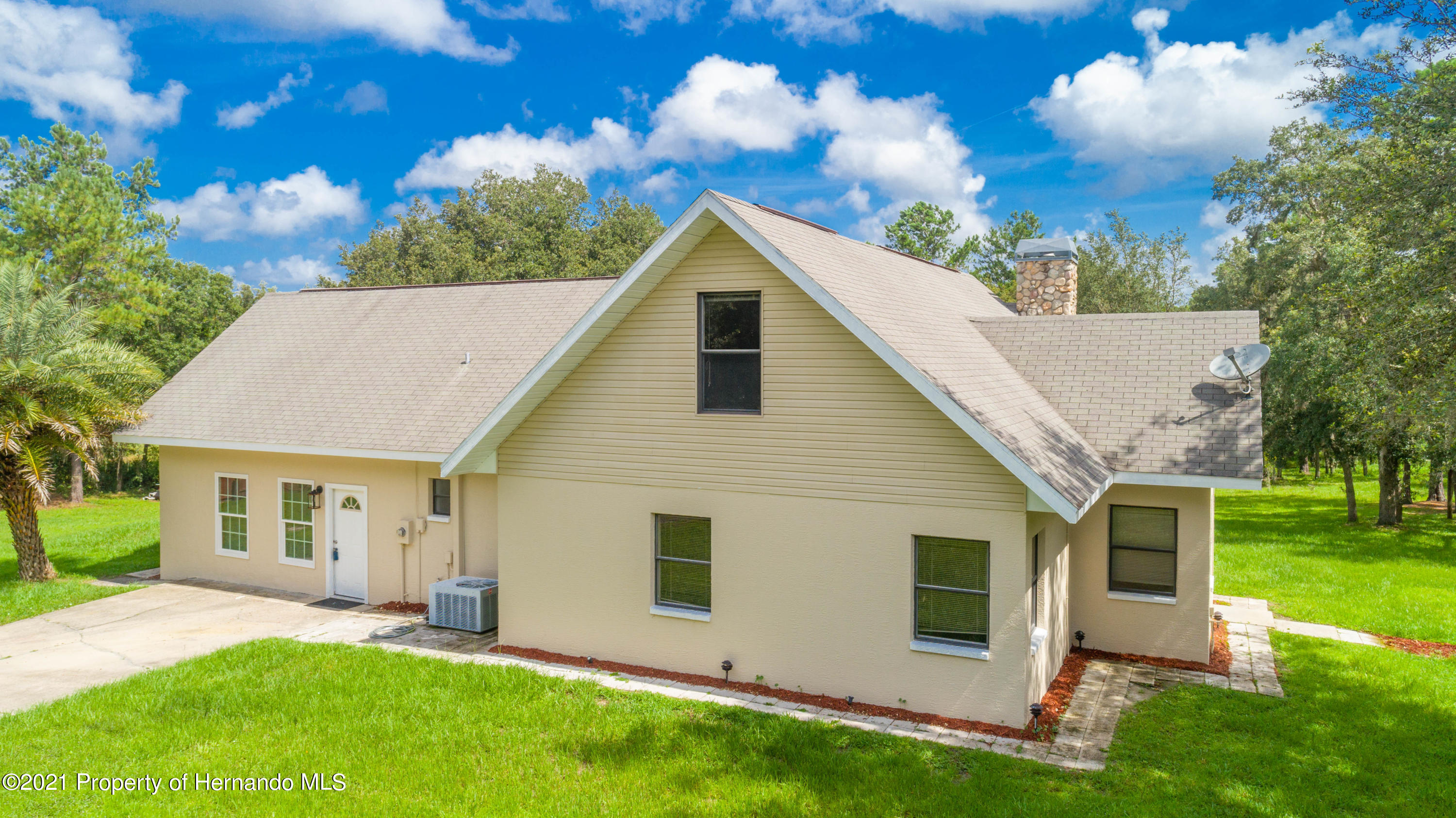Listing photo id 11 for 22093 Carr Creek Drive