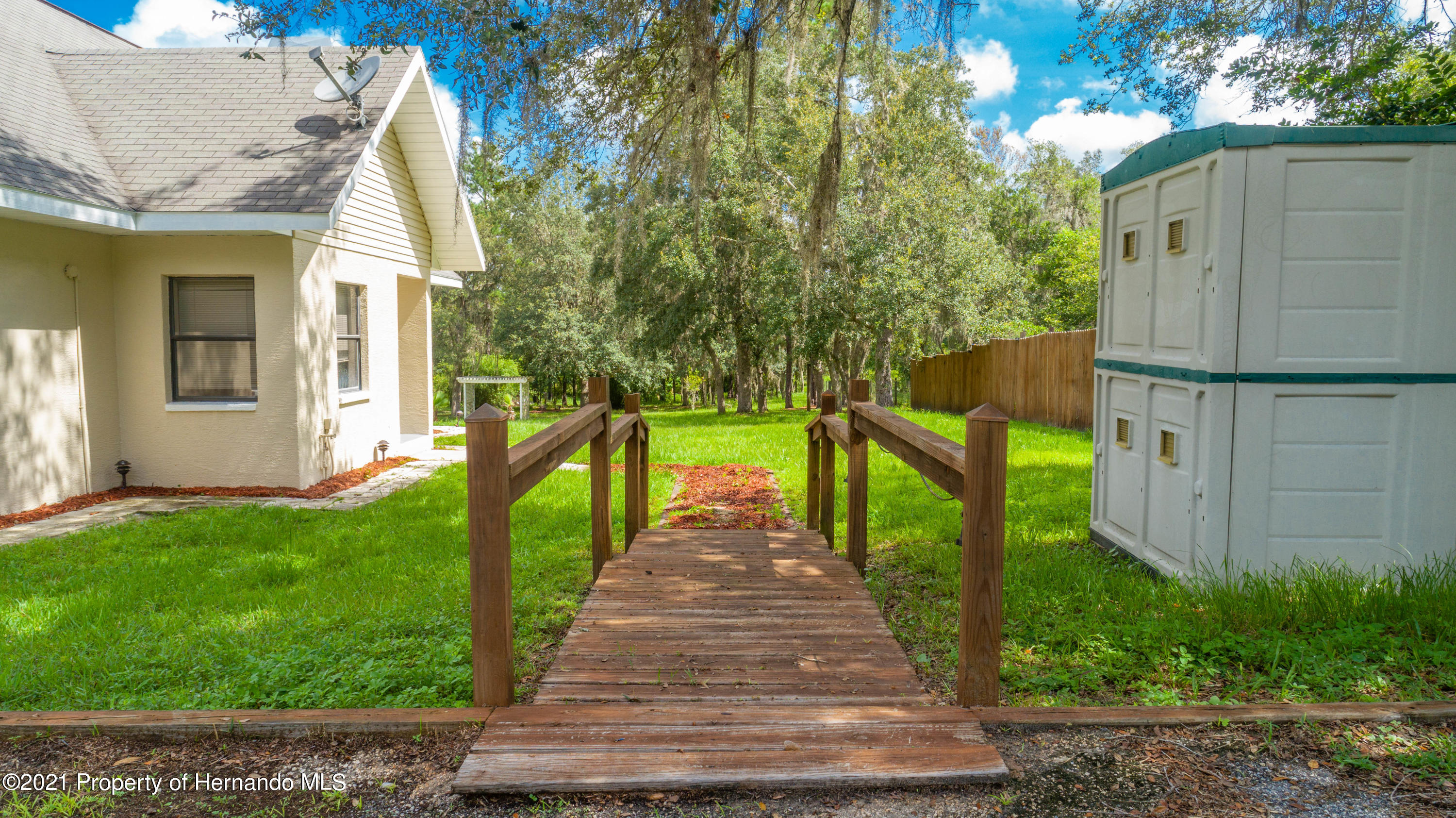 Listing photo id 12 for 22093 Carr Creek Drive