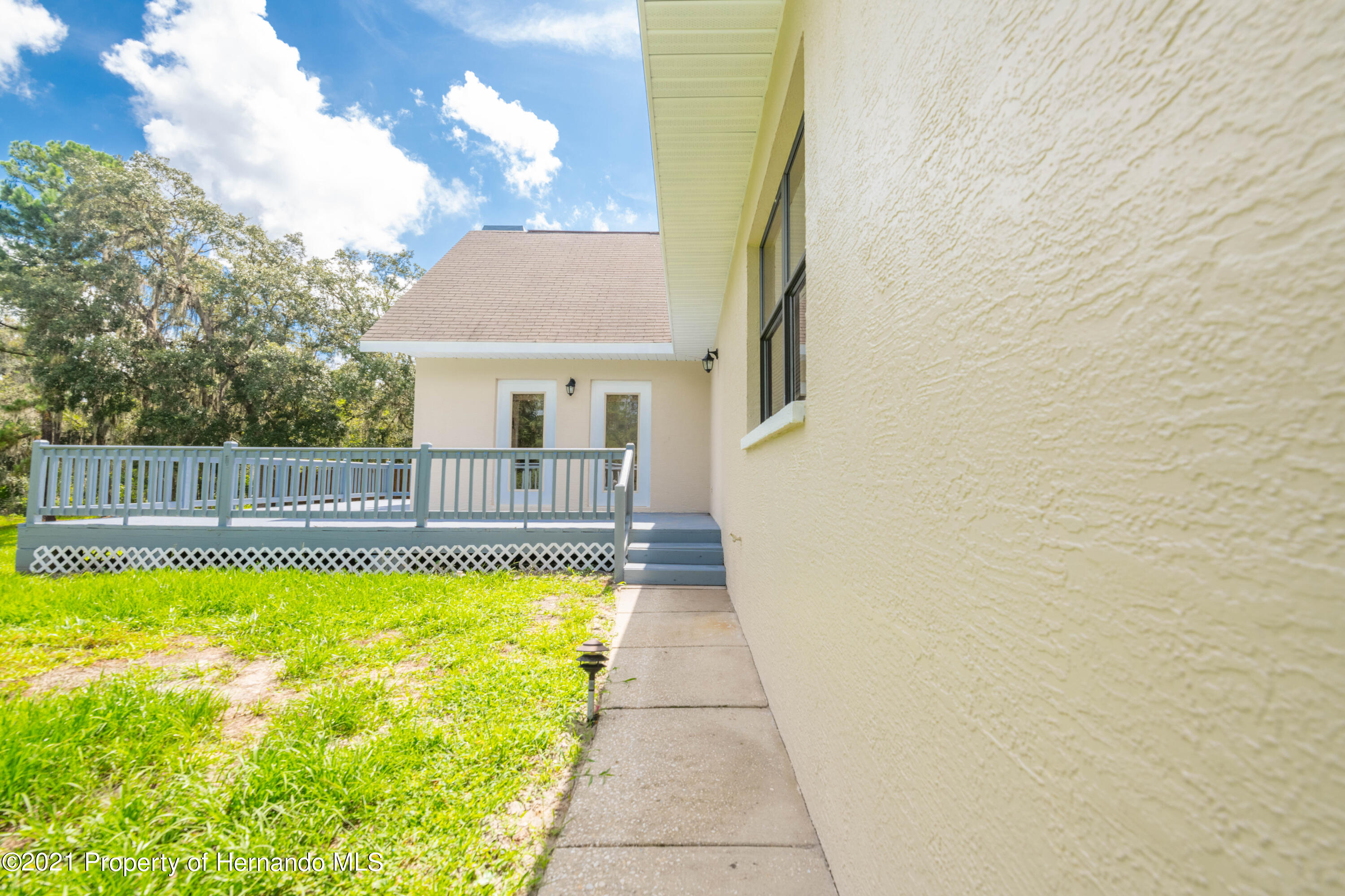 Listing photo id 13 for 22093 Carr Creek Drive