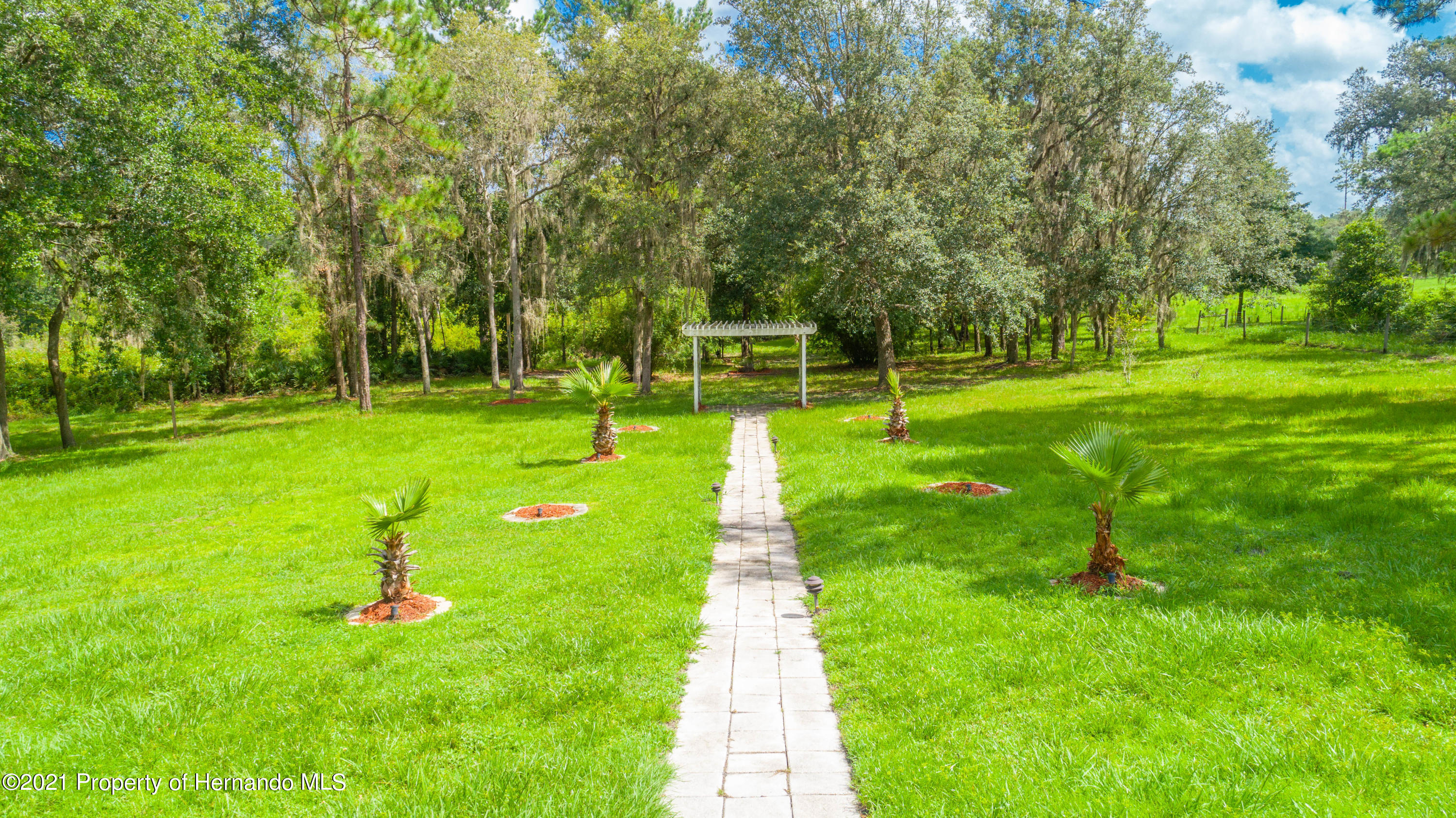 Listing photo id 17 for 22093 Carr Creek Drive