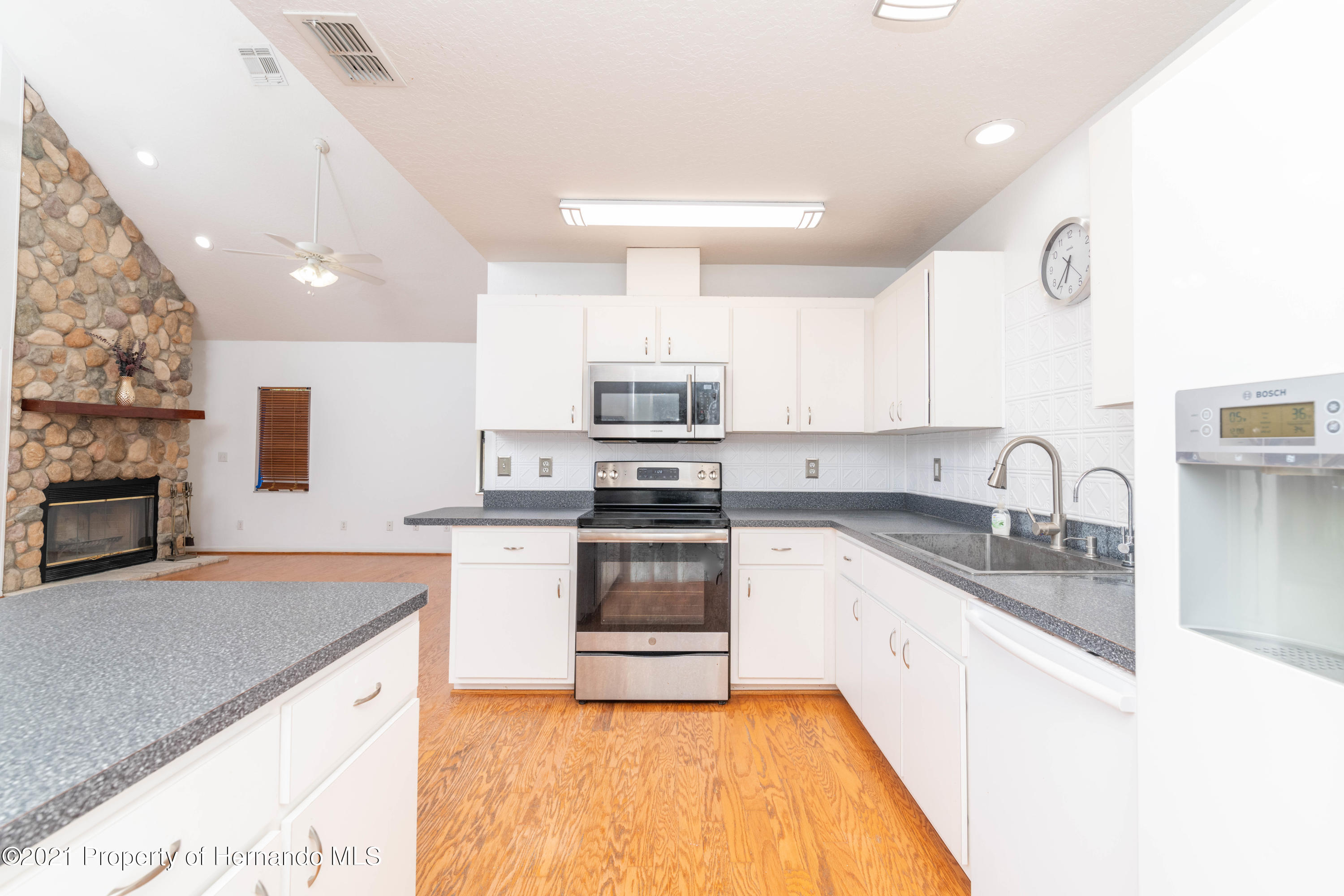 Listing photo id 25 for 22093 Carr Creek Drive