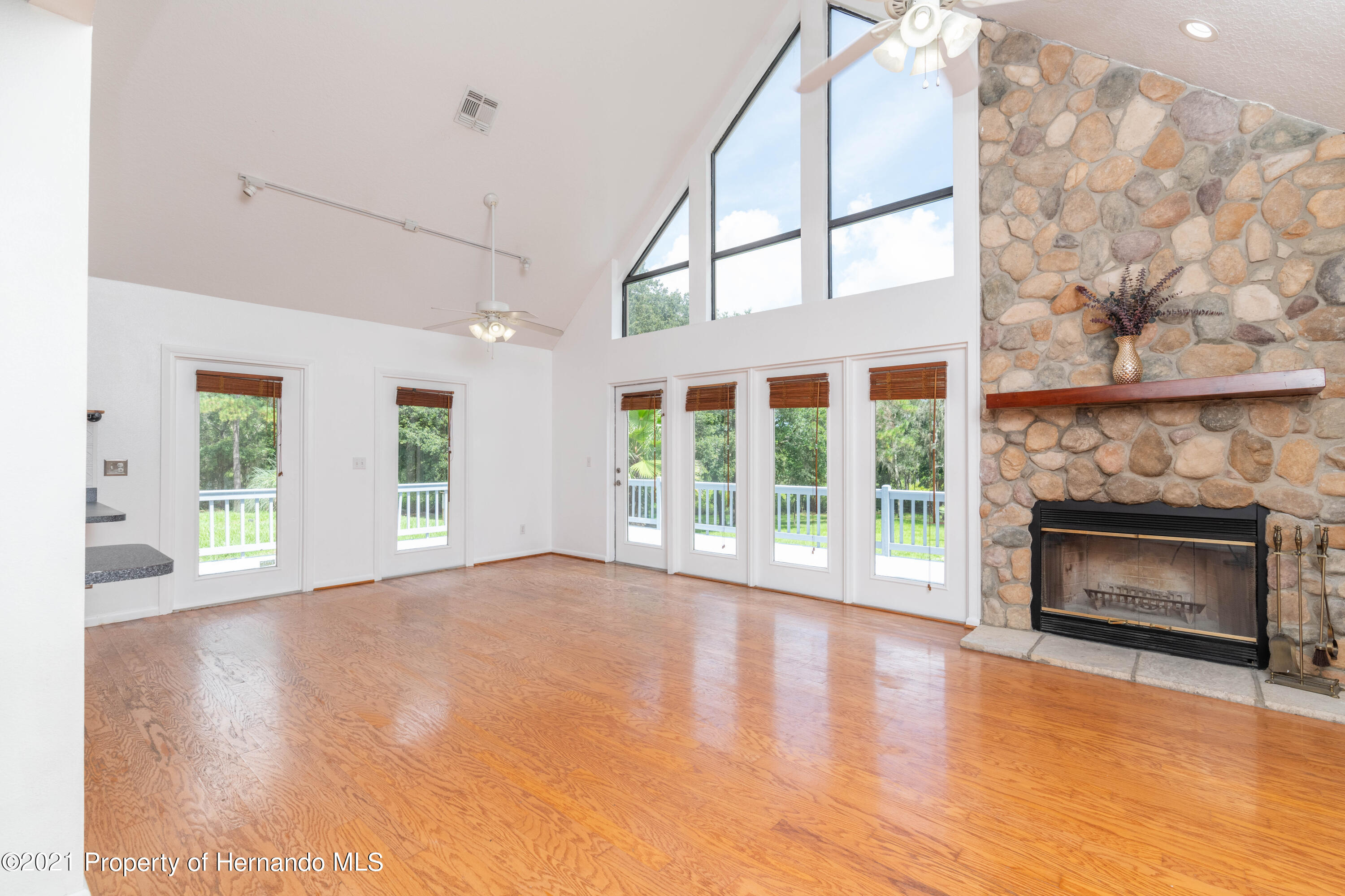 Listing photo id 31 for 22093 Carr Creek Drive