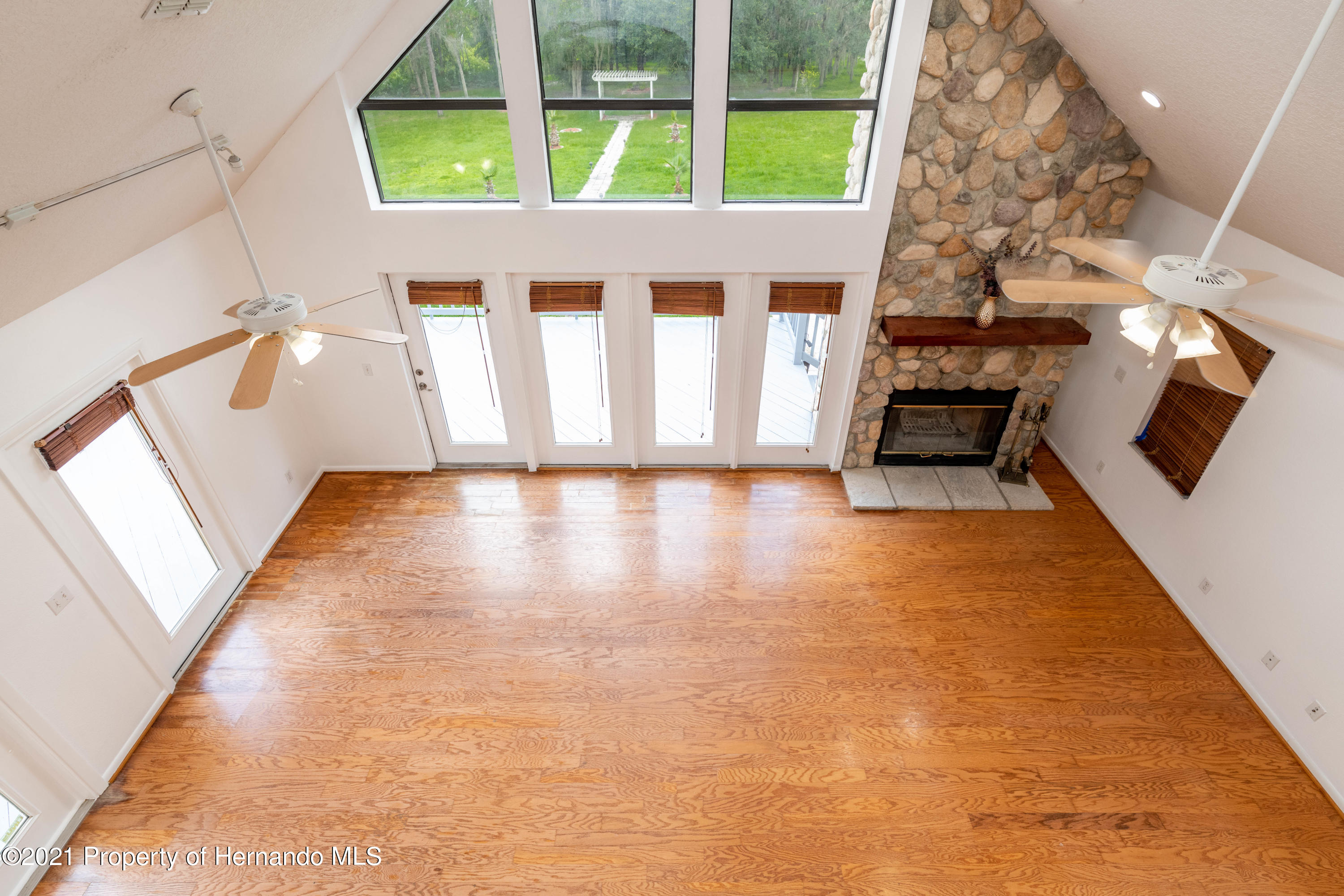 Listing photo id 32 for 22093 Carr Creek Drive