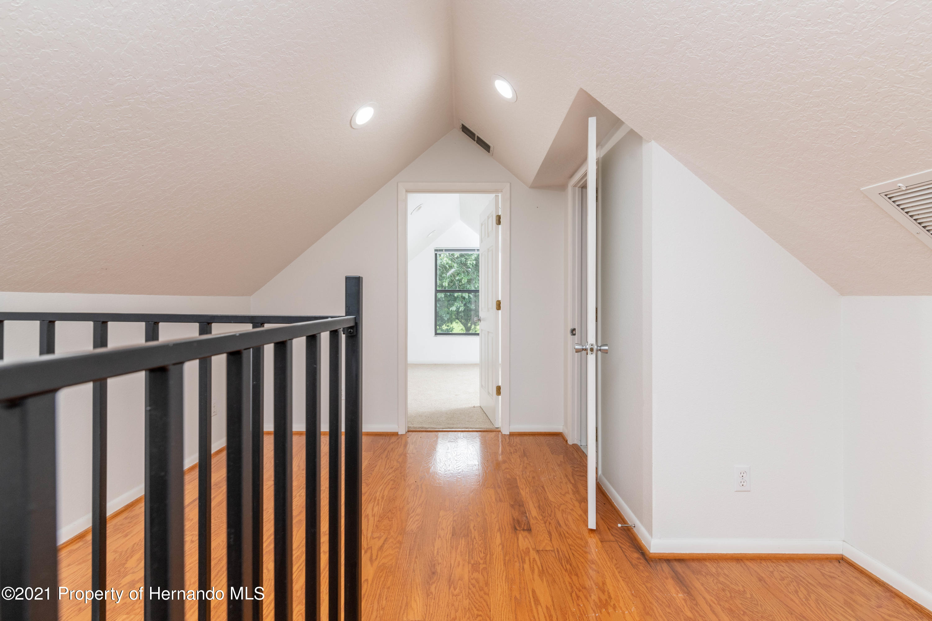 Listing photo id 42 for 22093 Carr Creek Drive