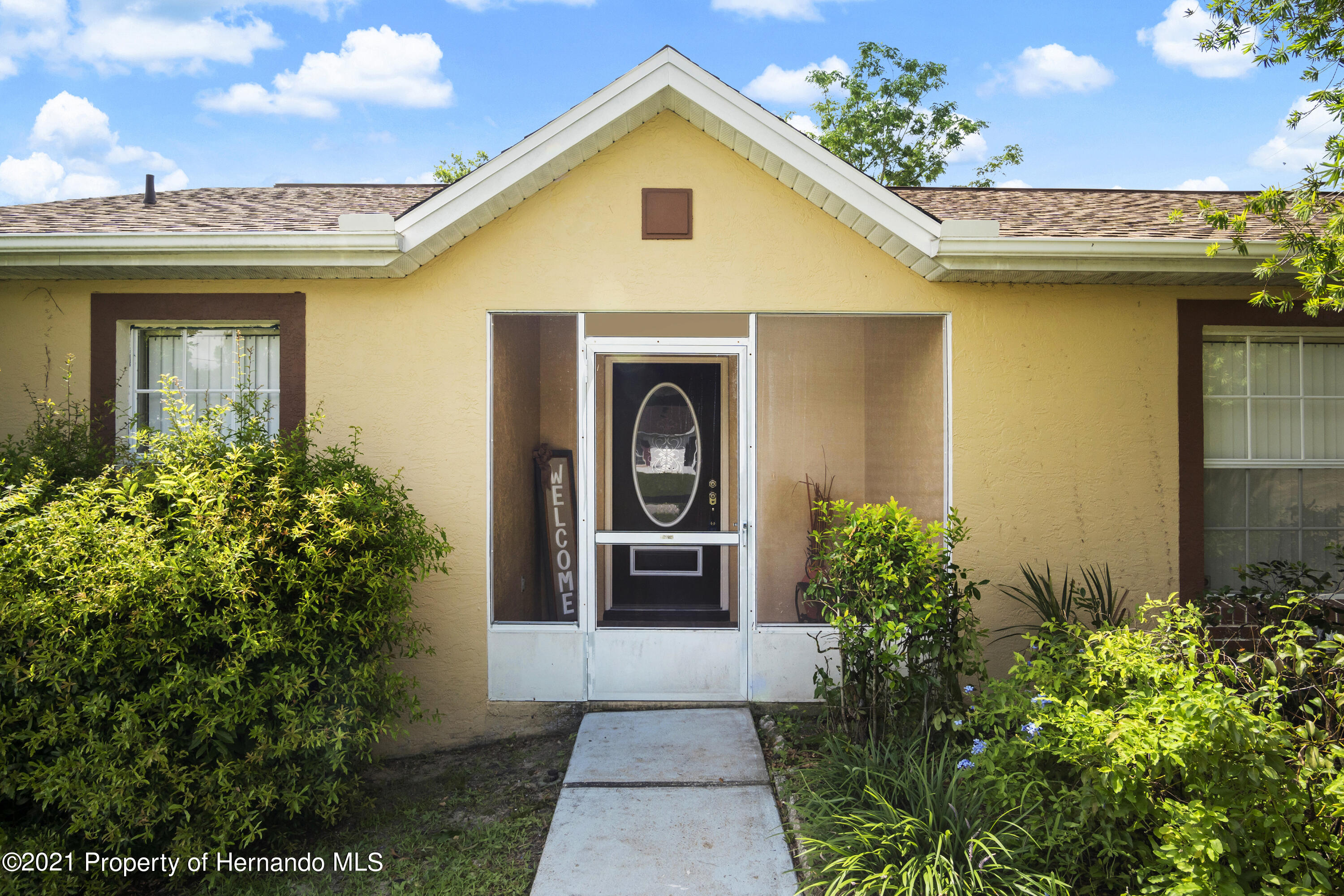 Listing photo id 2 for 4229 N Fillmore Street