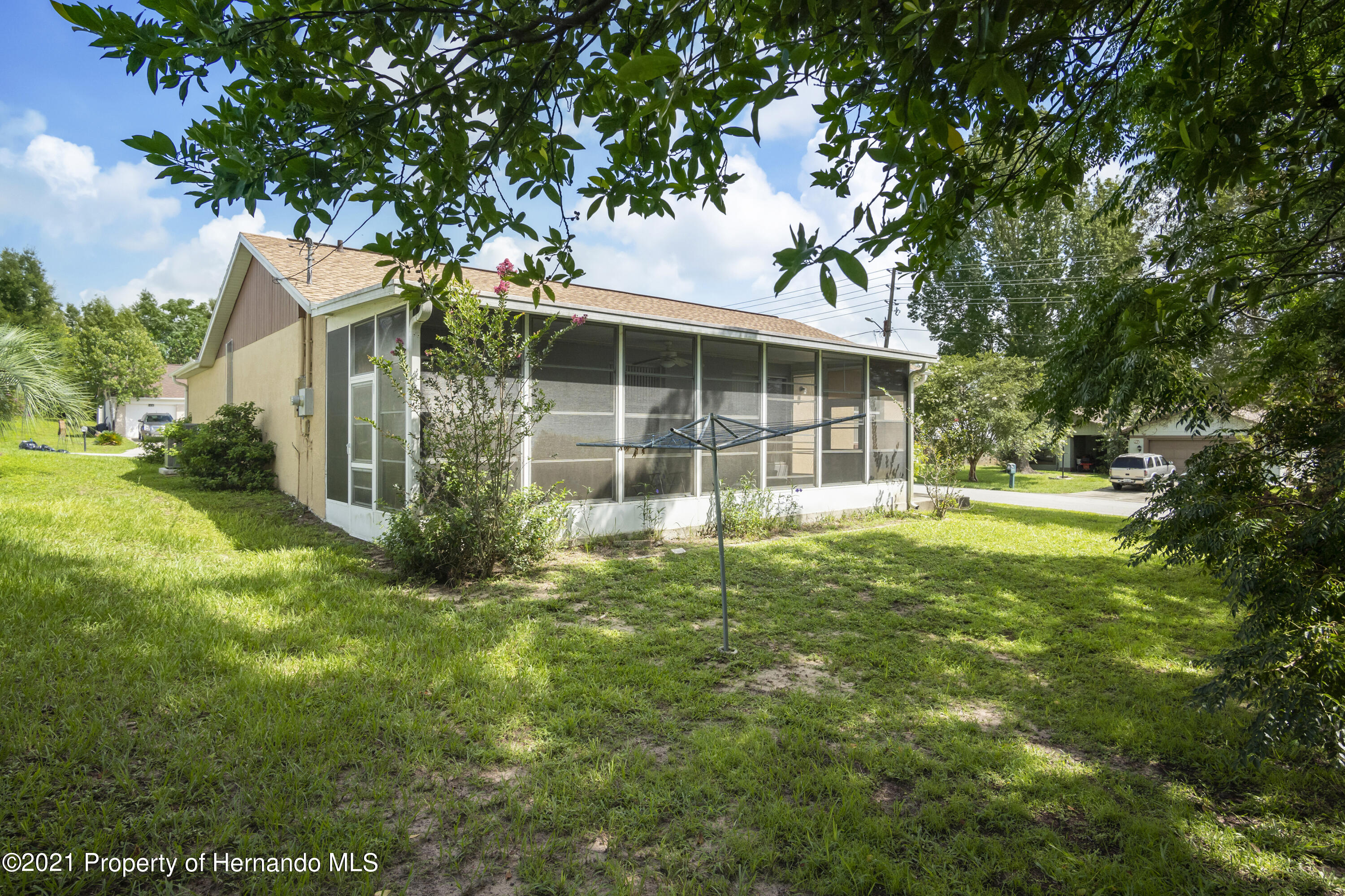 Listing photo id 24 for 4229 N Fillmore Street