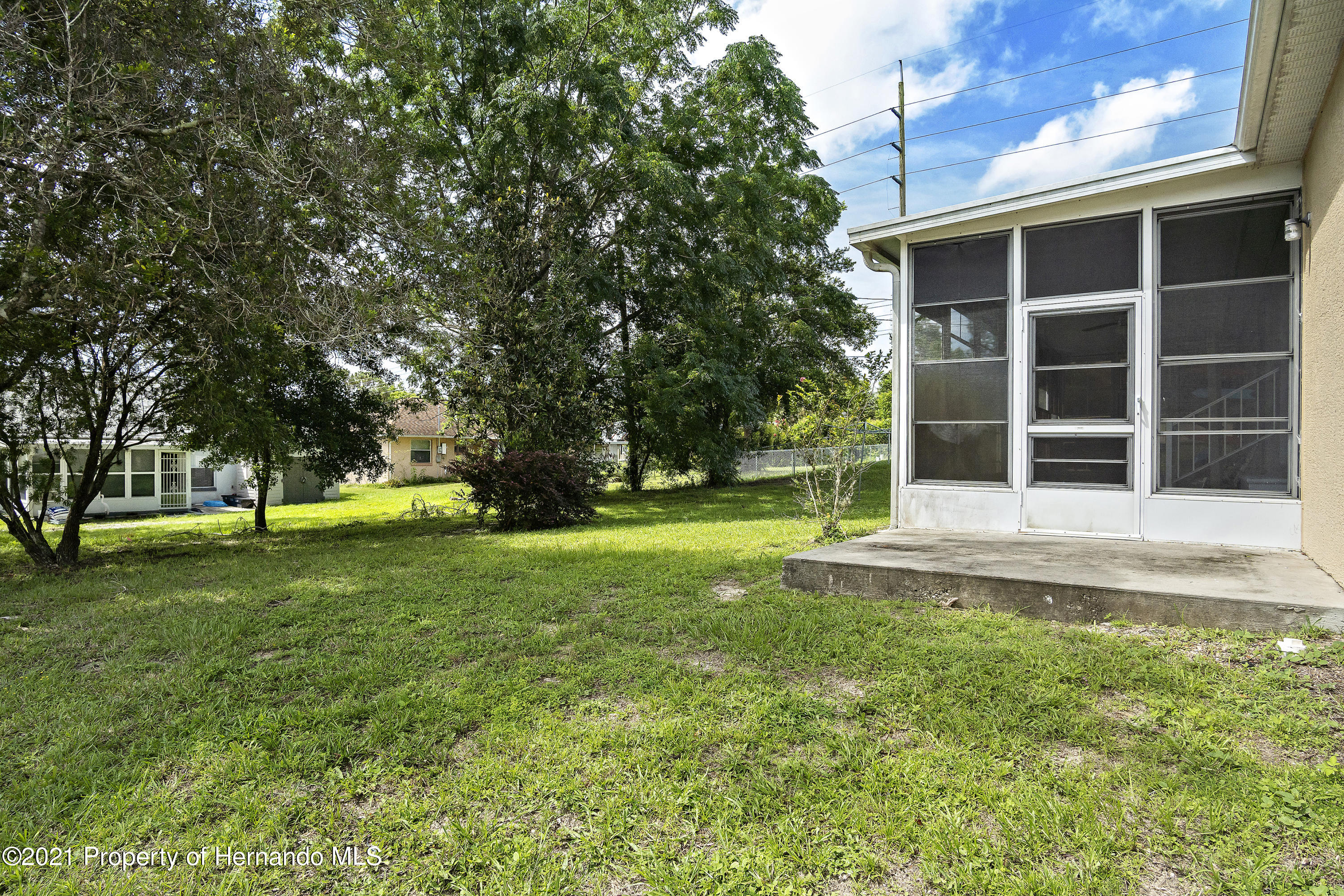 Listing photo id 25 for 4229 N Fillmore Street