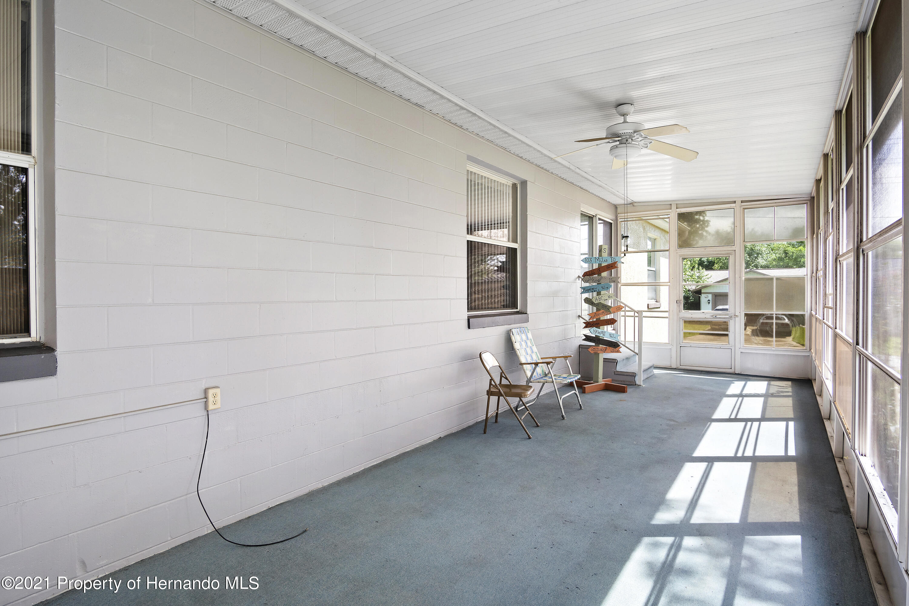 Listing photo id 23 for 4229 N Fillmore Street