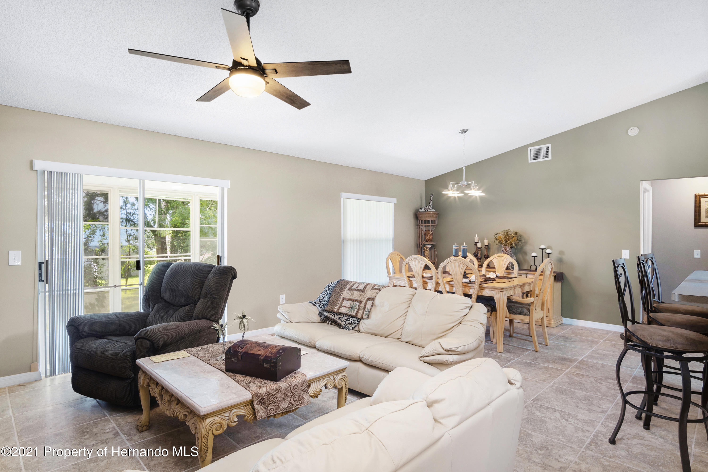 Listing photo id 5 for 4229 N Fillmore Street