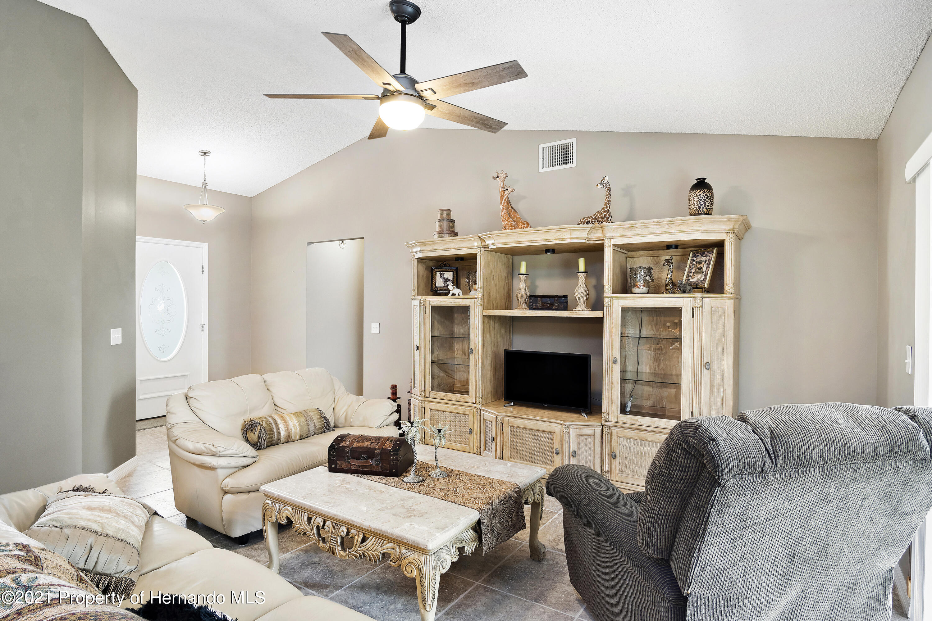 Listing photo id 4 for 4229 N Fillmore Street