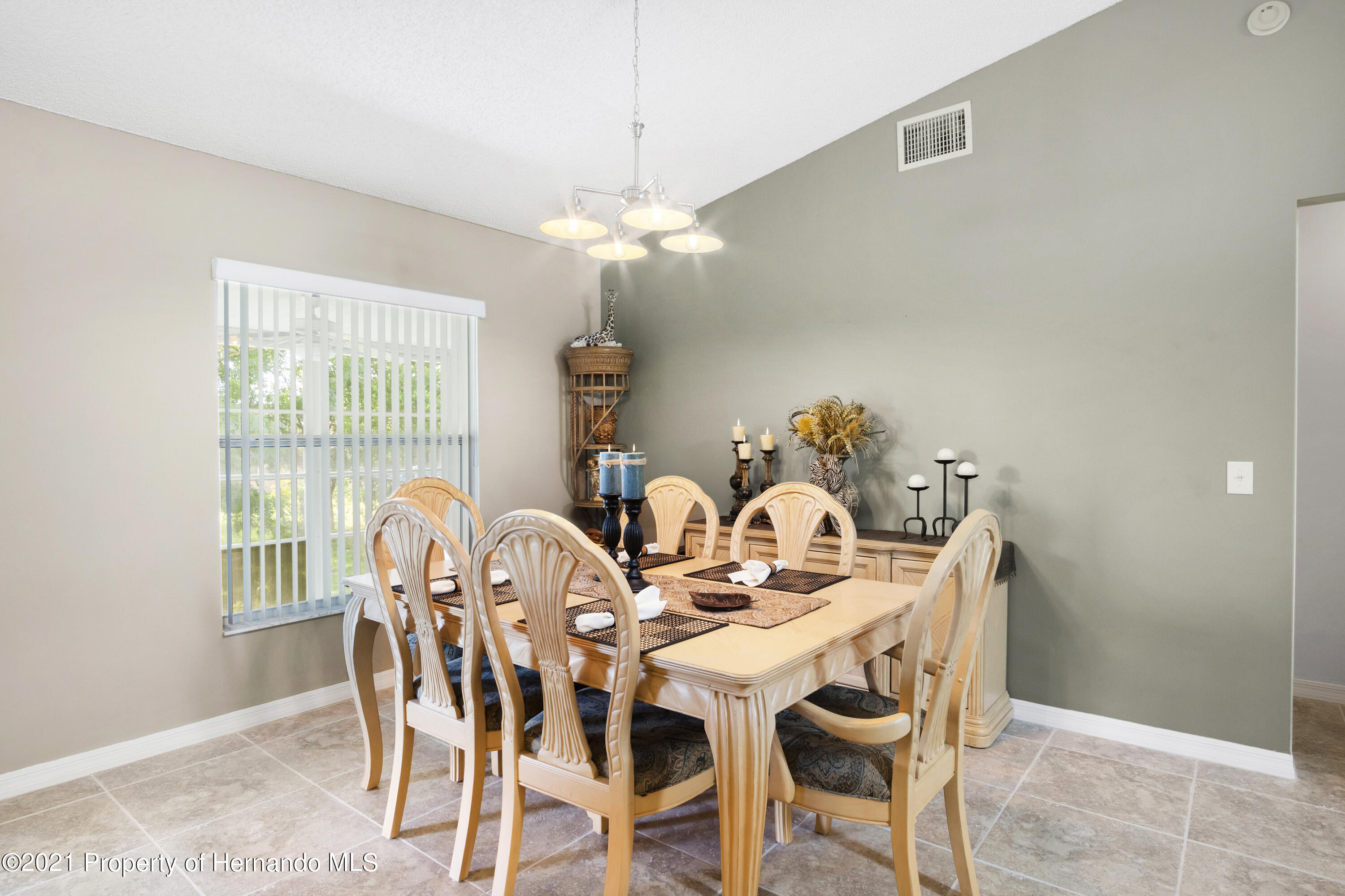 Listing photo id 8 for 4229 N Fillmore Street