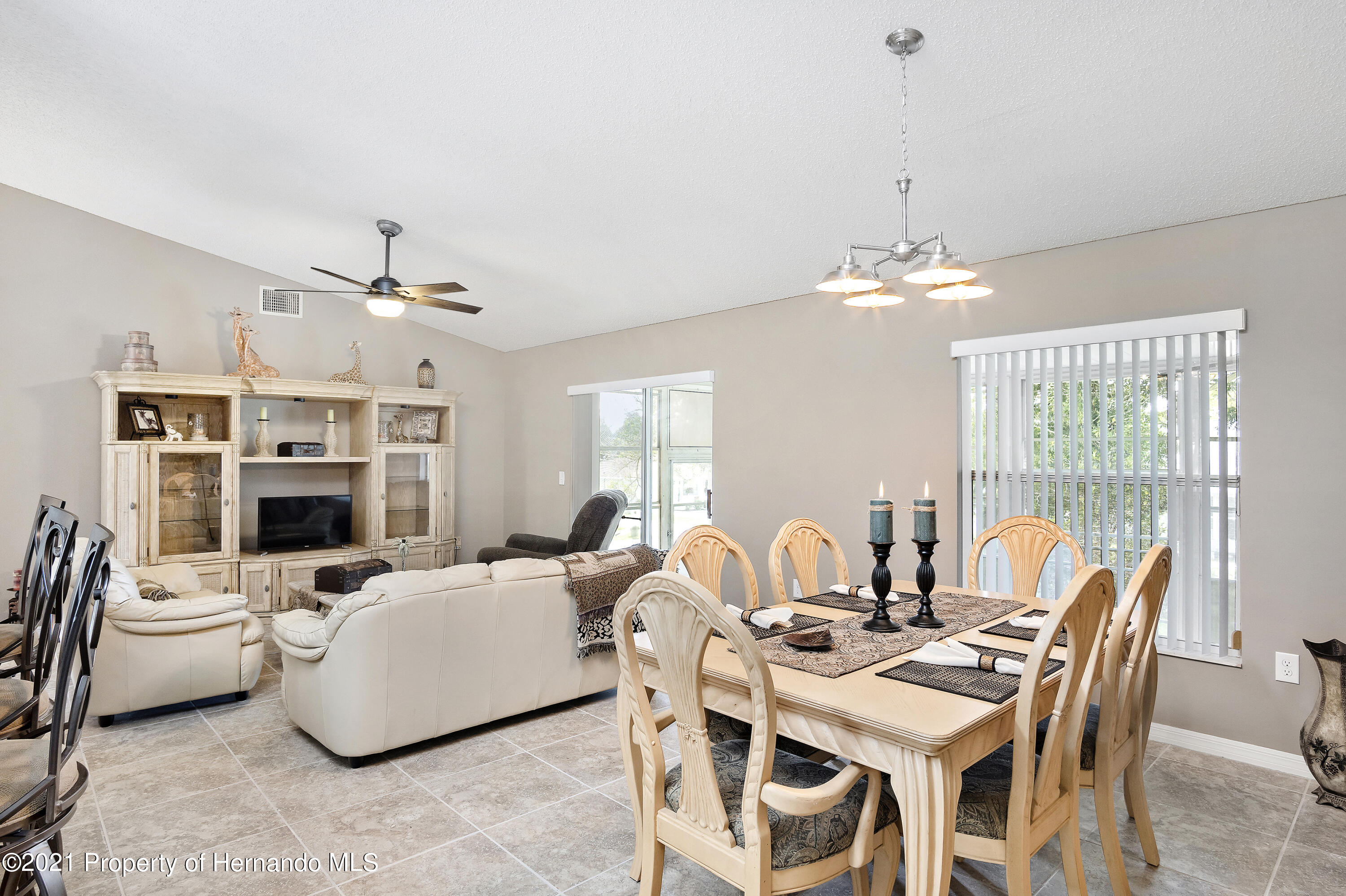 Listing photo id 7 for 4229 N Fillmore Street