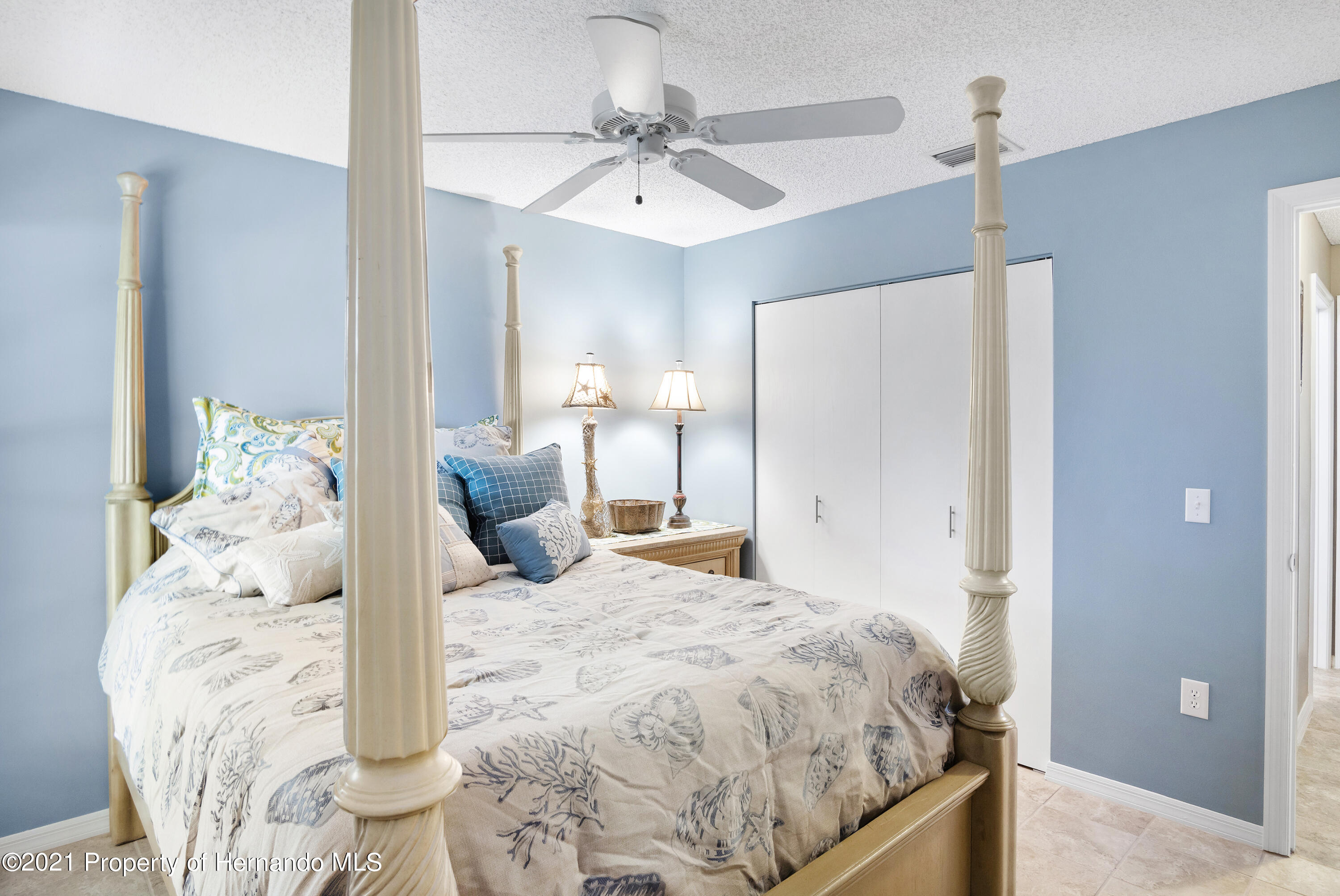 Listing photo id 20 for 4229 N Fillmore Street