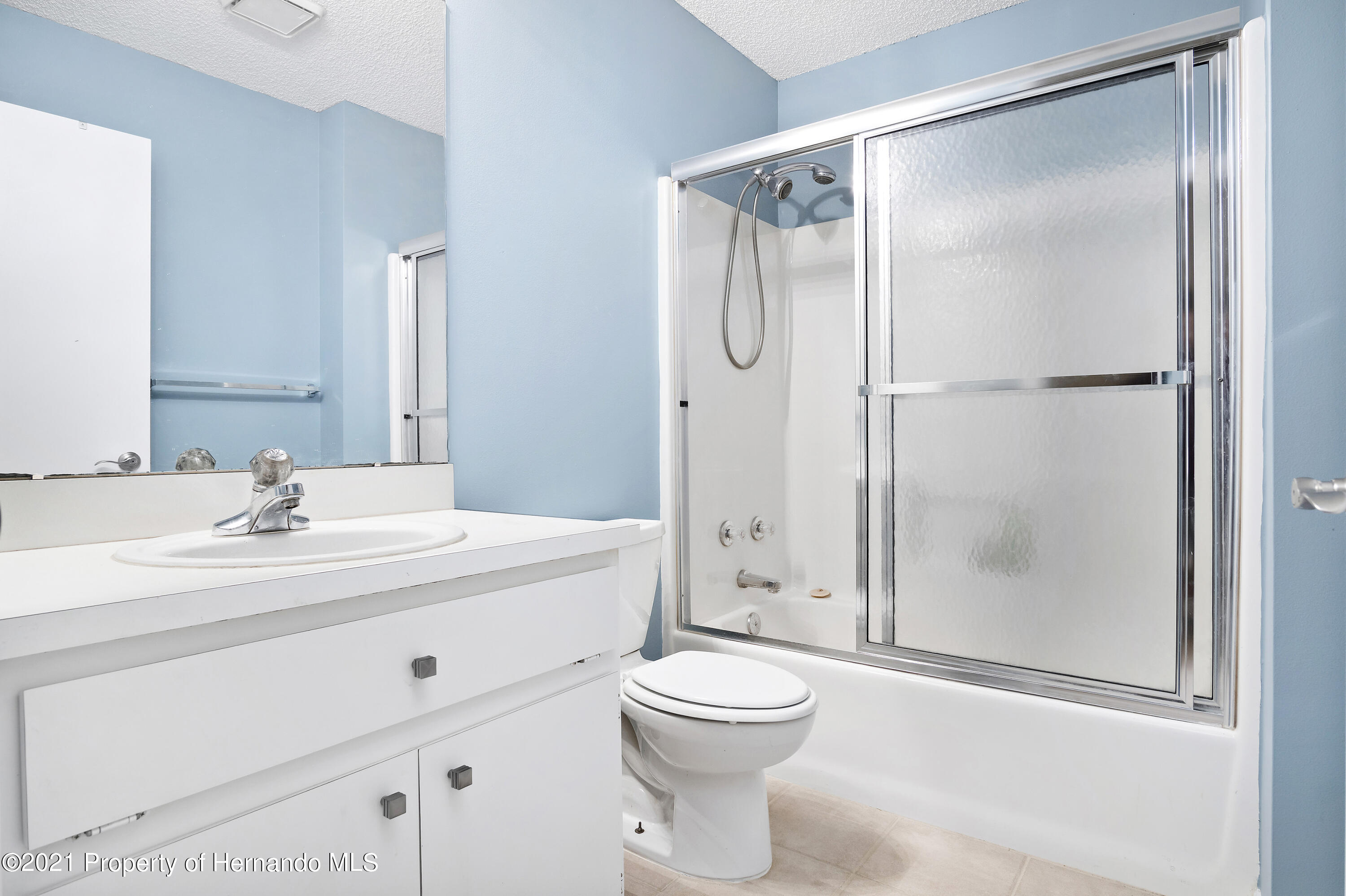 Listing photo id 21 for 4229 N Fillmore Street