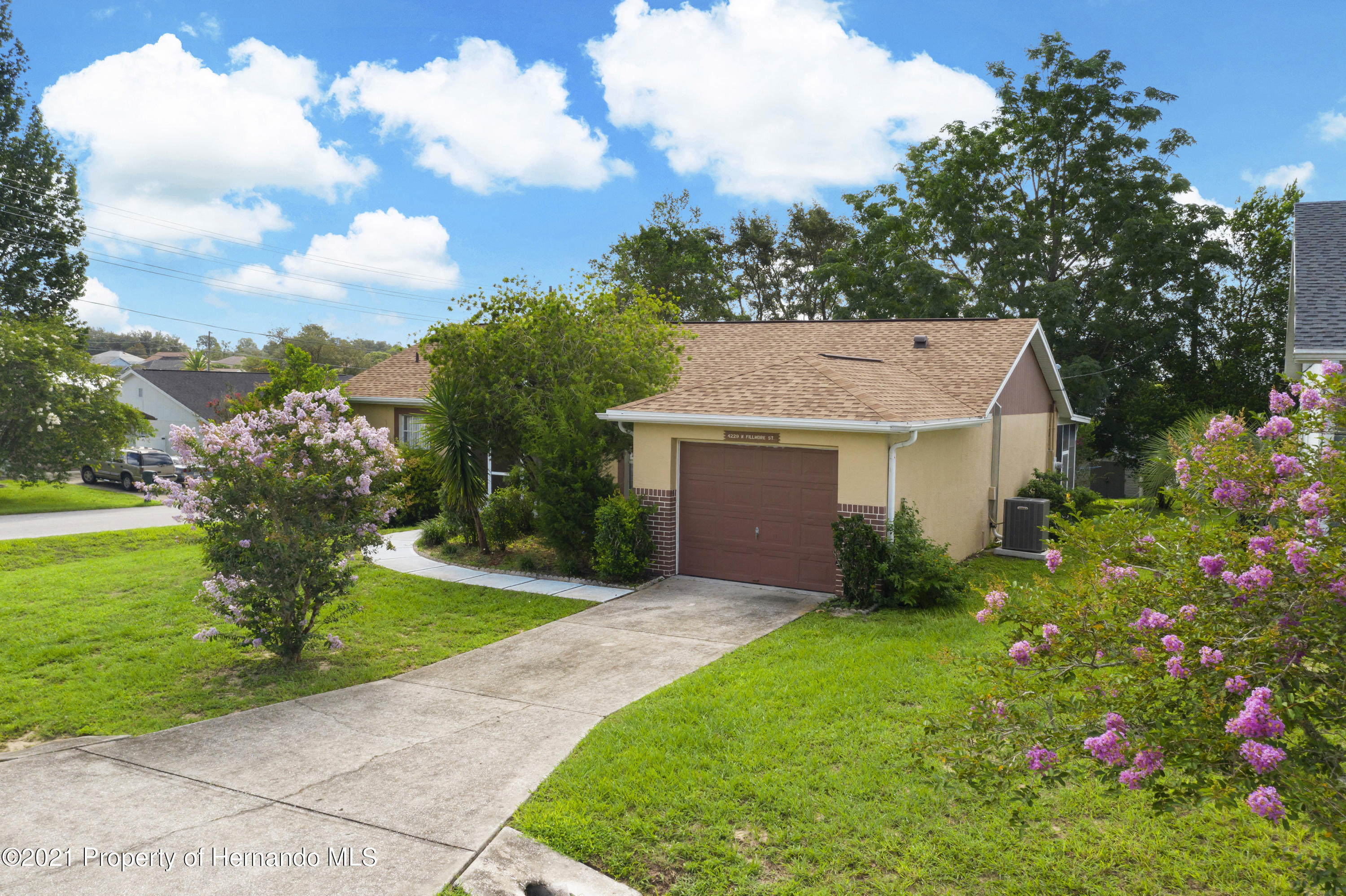 Listing photo id 32 for 4229 N Fillmore Street