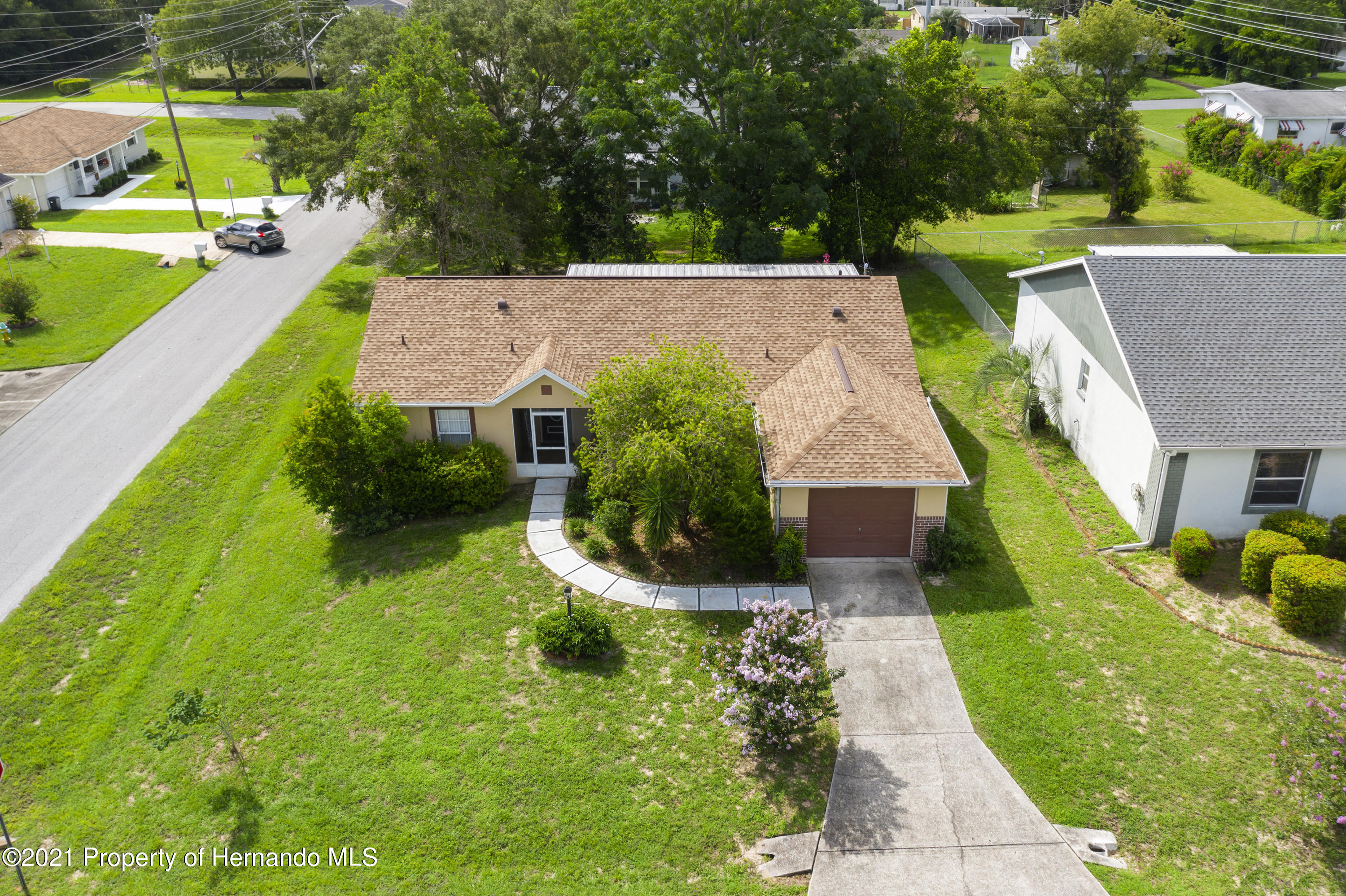 Listing photo id 35 for 4229 N Fillmore Street