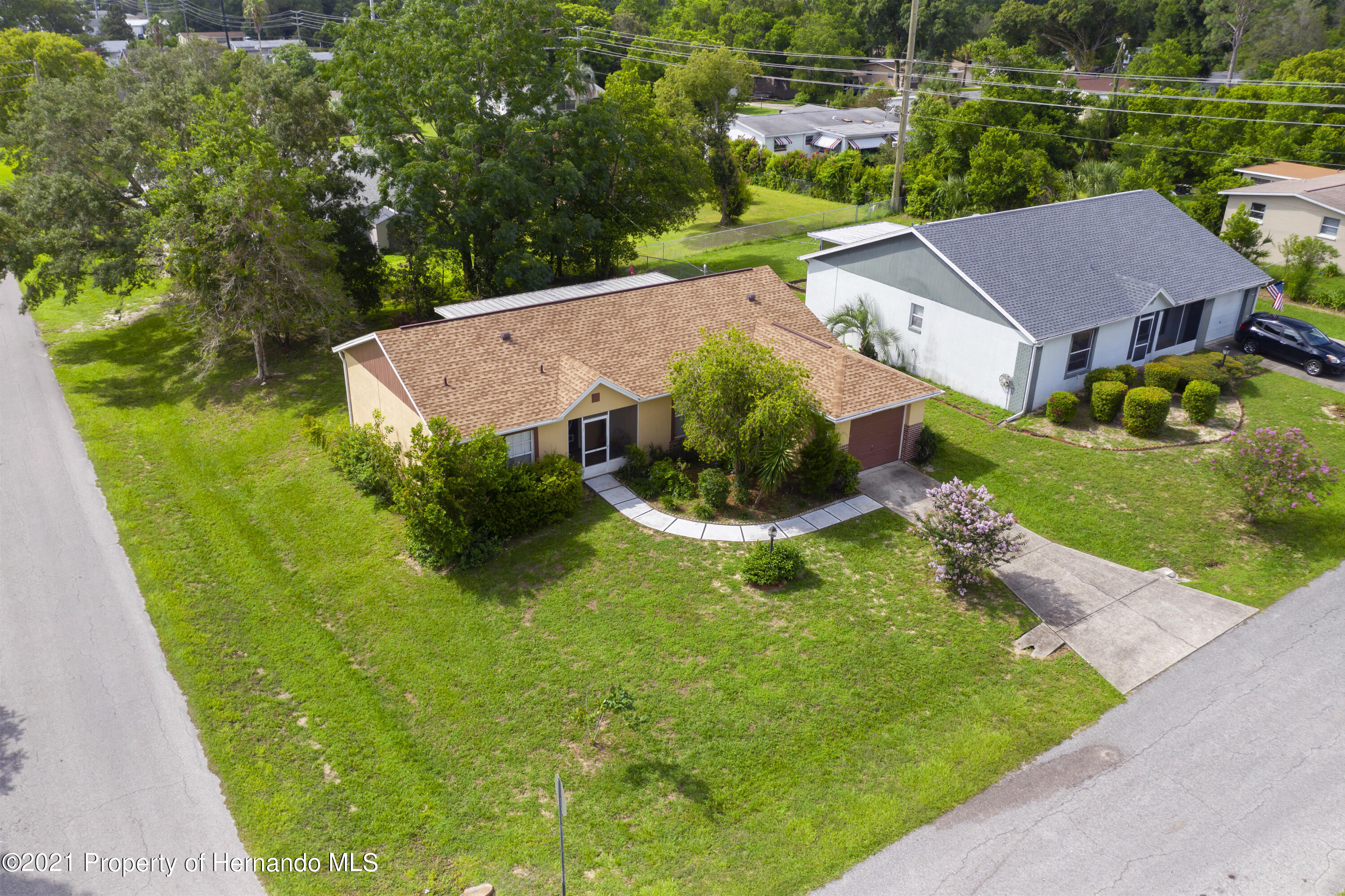 Listing photo id 36 for 4229 N Fillmore Street