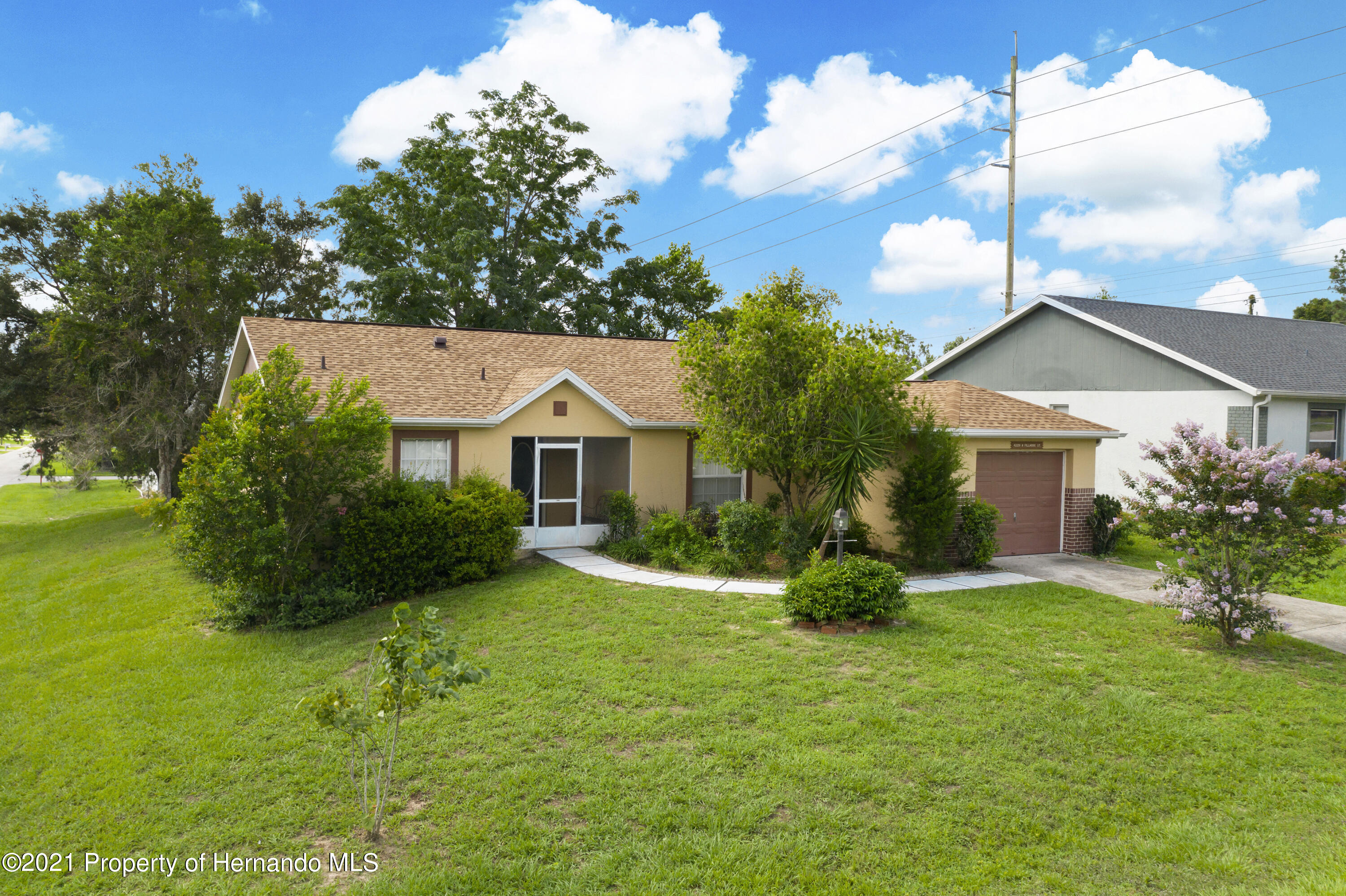 Listing photo id 37 for 4229 N Fillmore Street