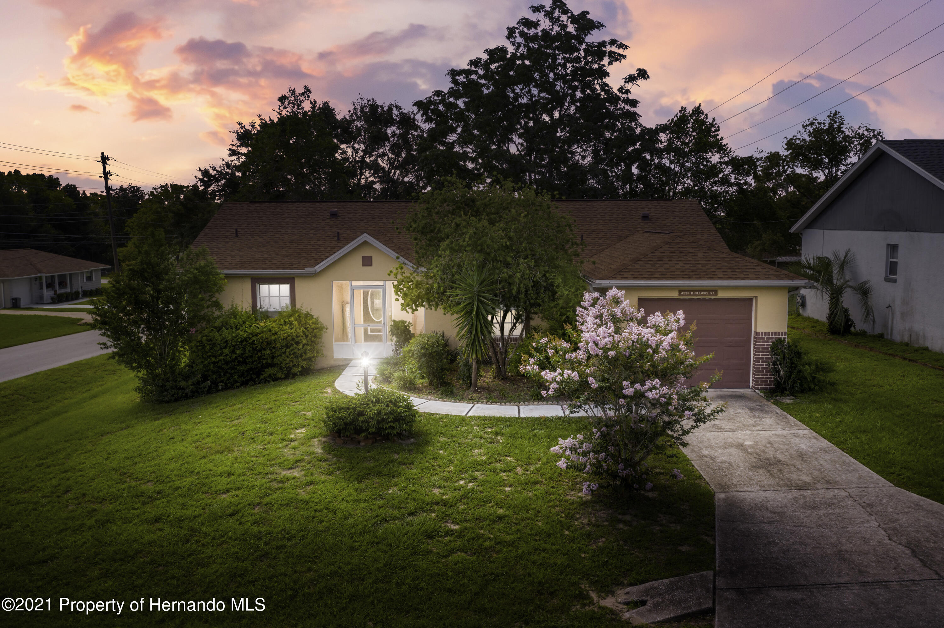 Listing photo id 38 for 4229 N Fillmore Street
