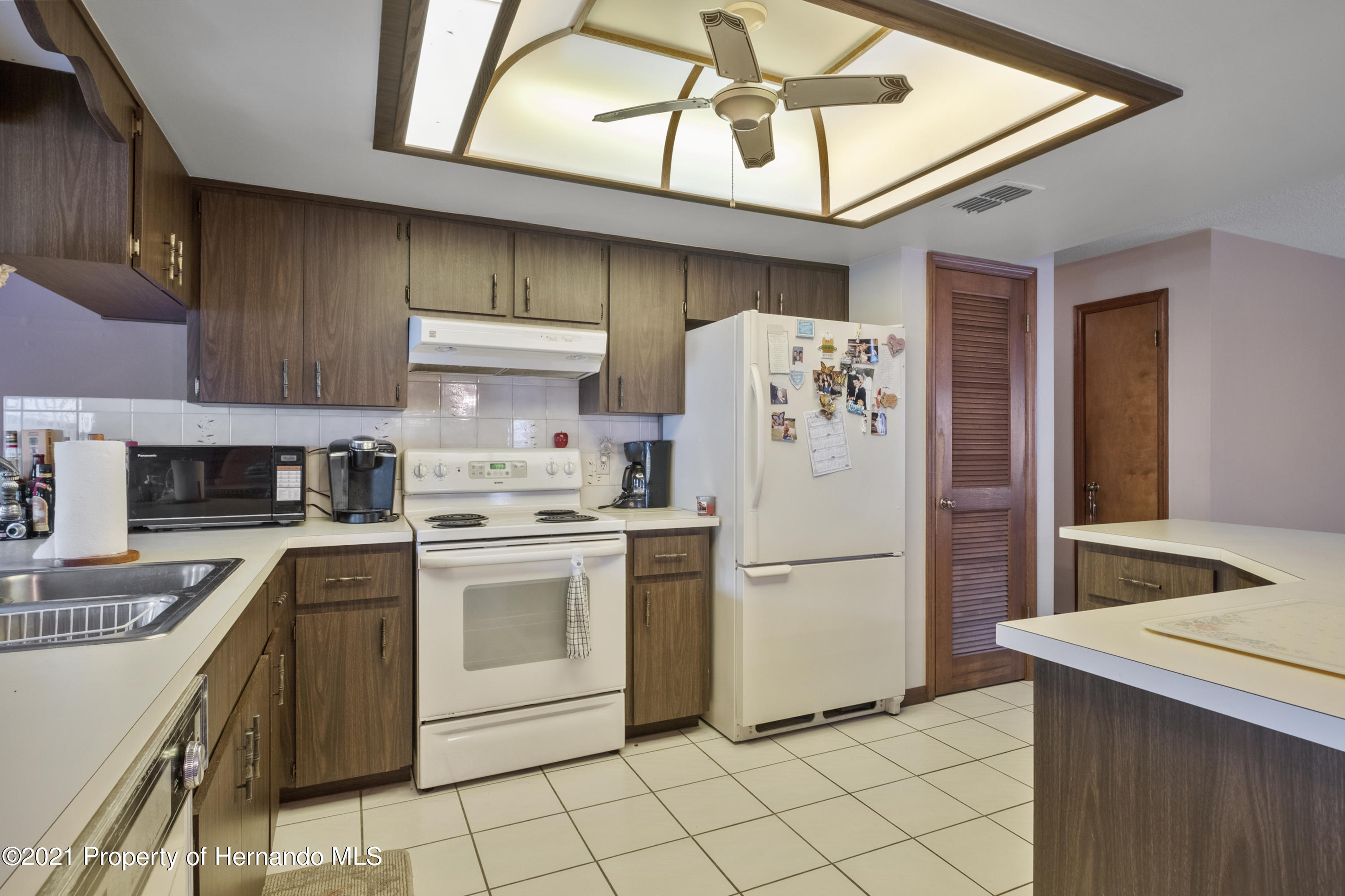 Listing photo id 9 for 215 Temple Street