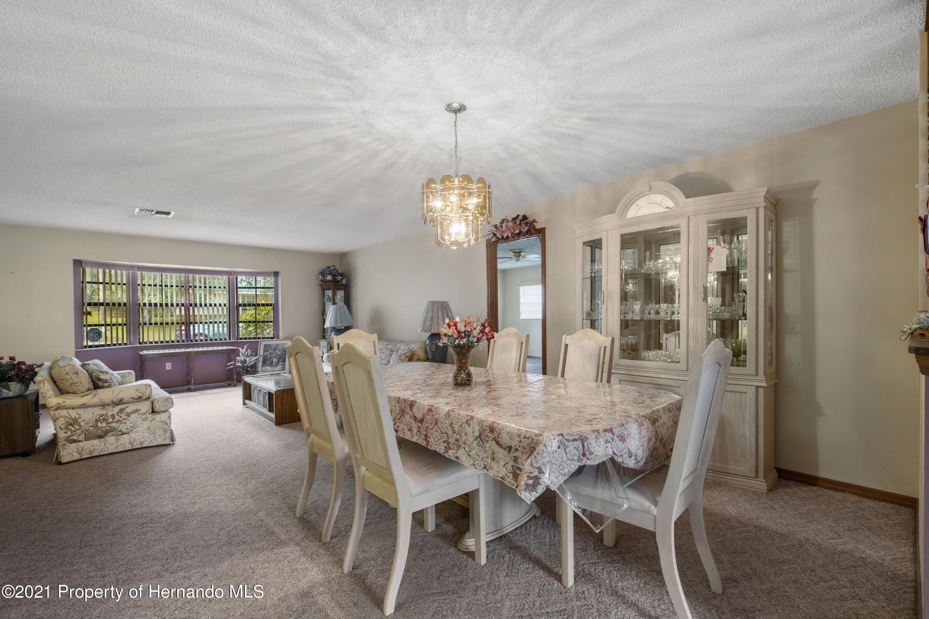 Listing photo id 10 for 215 Temple Street