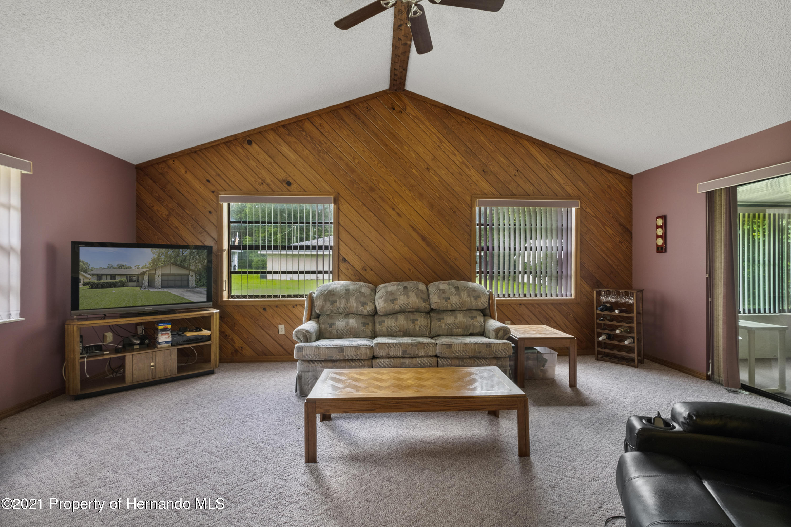 Listing photo id 11 for 215 Temple Street