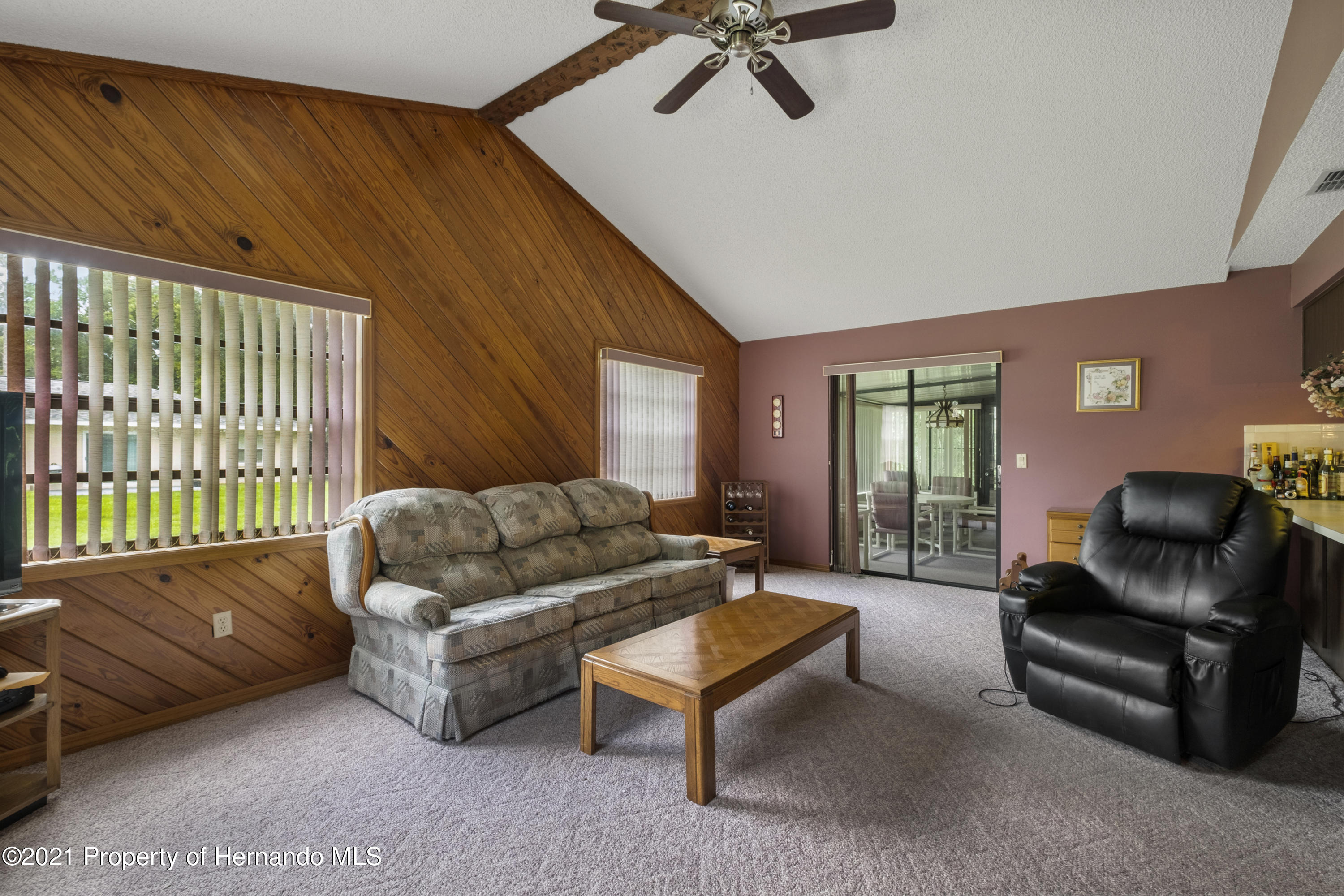 Listing photo id 12 for 215 Temple Street