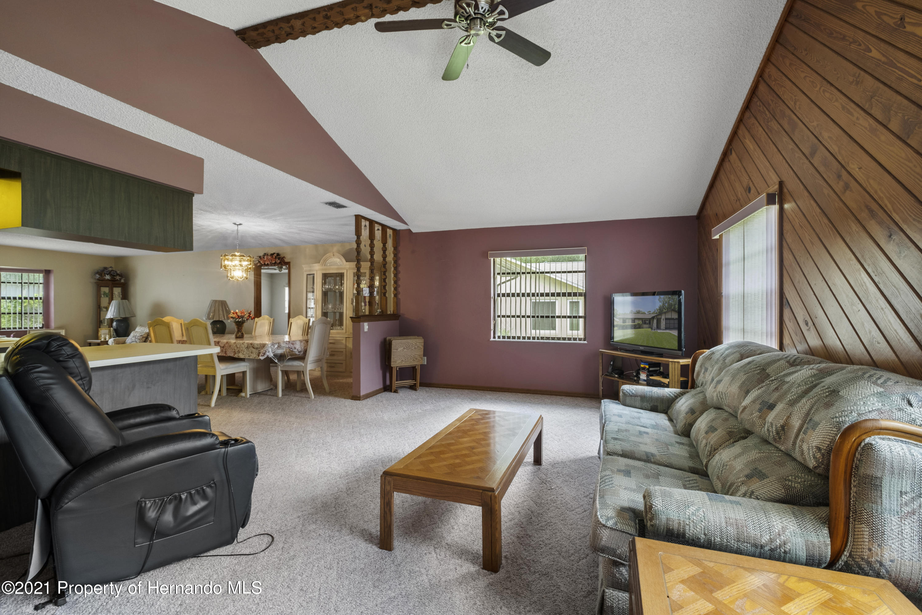 Listing photo id 13 for 215 Temple Street