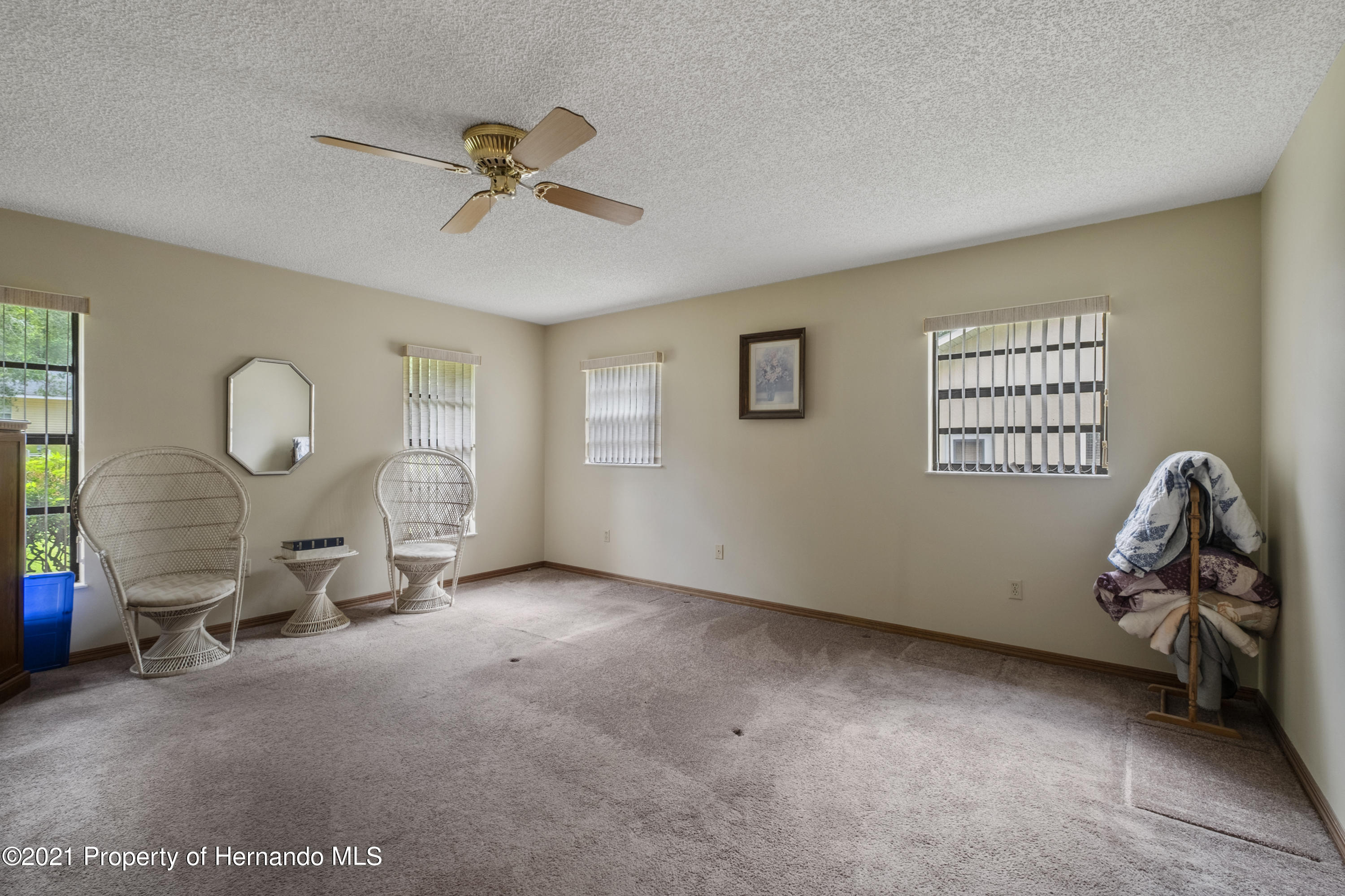 Listing photo id 14 for 215 Temple Street