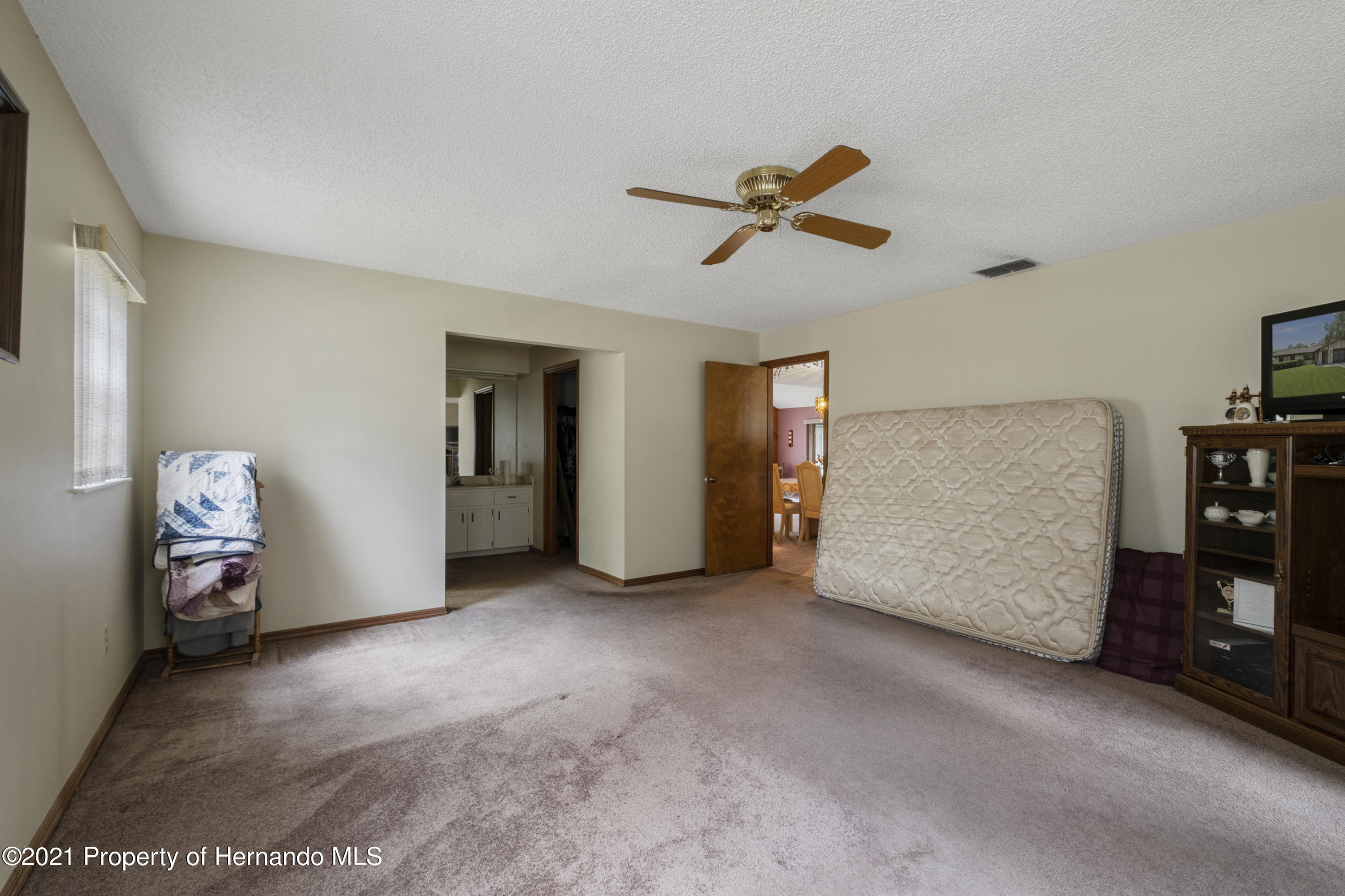 Listing photo id 17 for 215 Temple Street