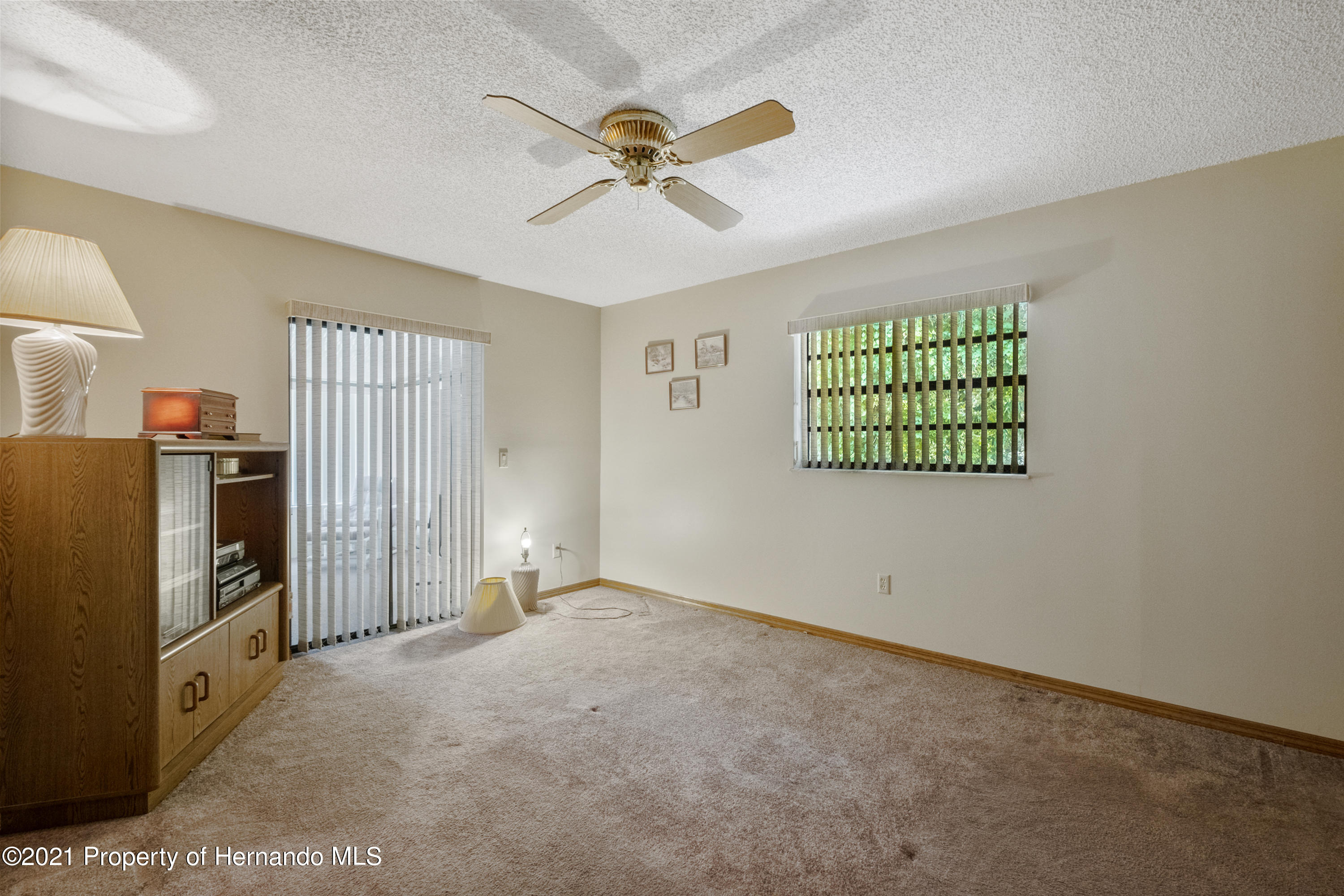 Listing photo id 21 for 215 Temple Street