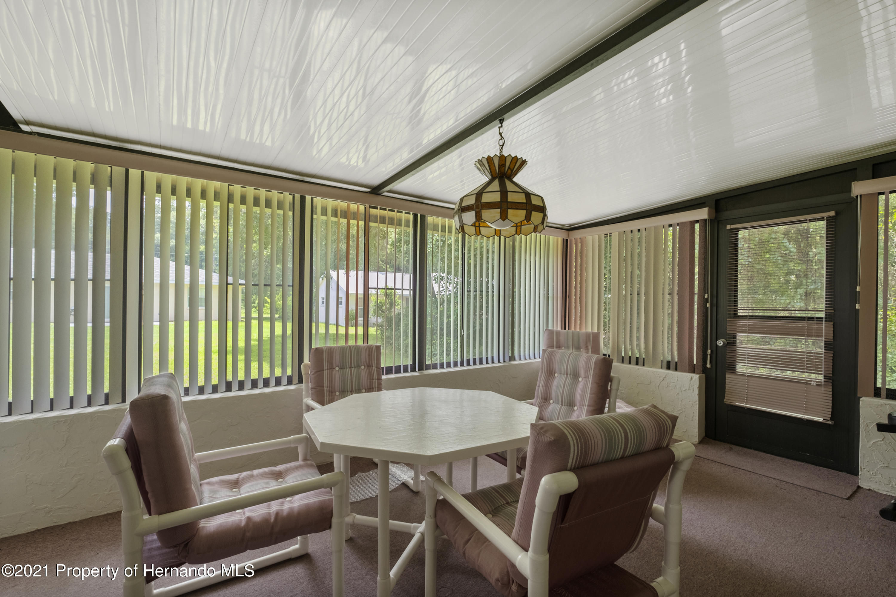 Listing photo id 25 for 215 Temple Street