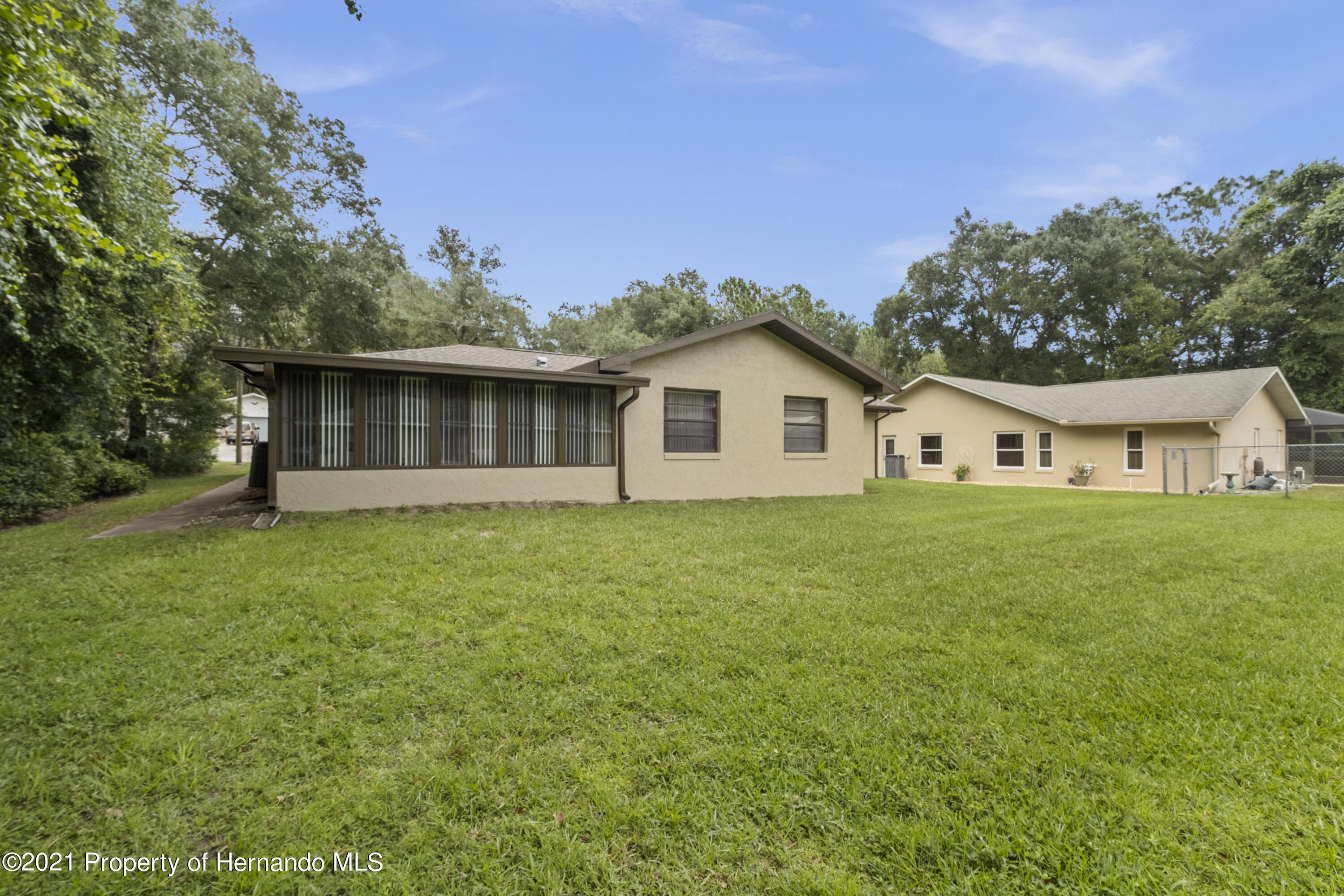 Listing photo id 28 for 215 Temple Street
