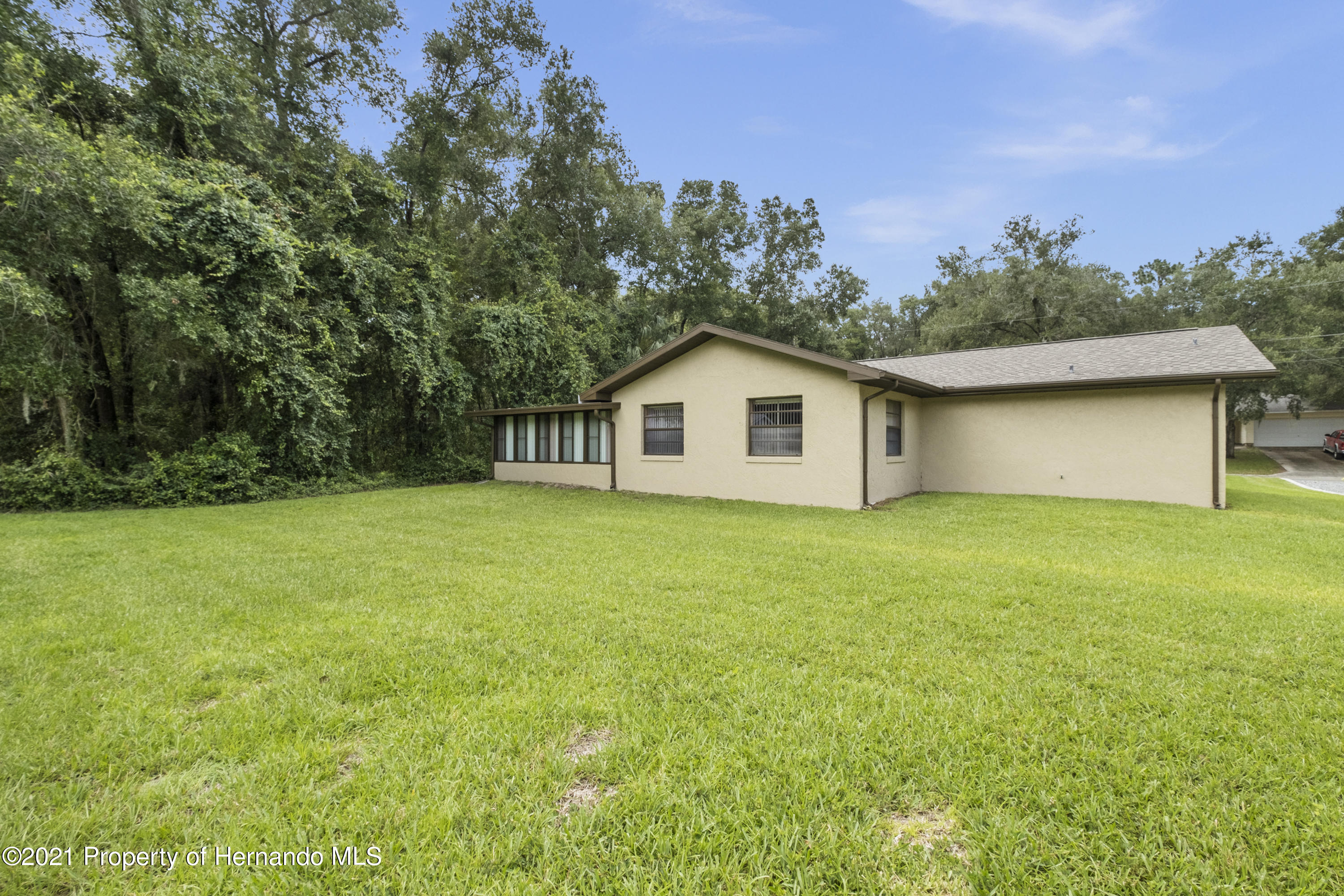Listing photo id 29 for 215 Temple Street
