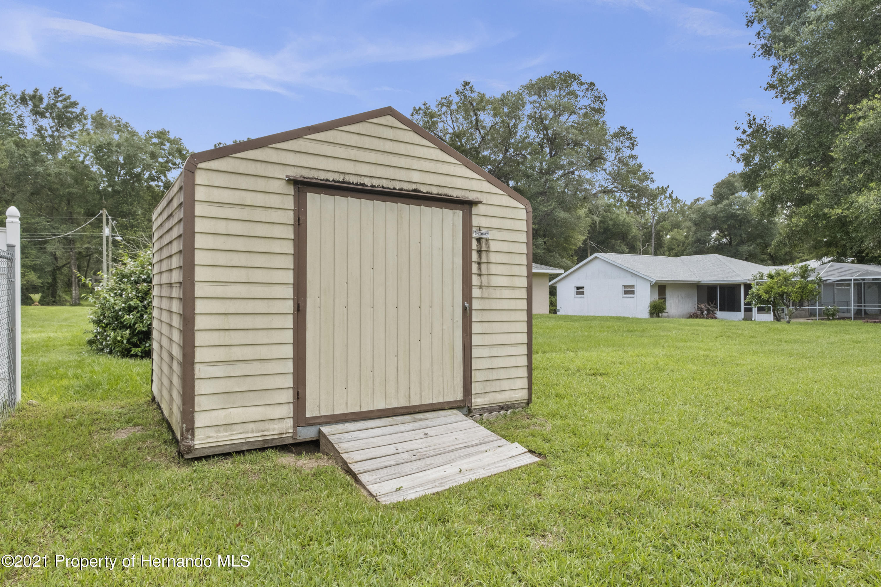 Listing photo id 30 for 215 Temple Street