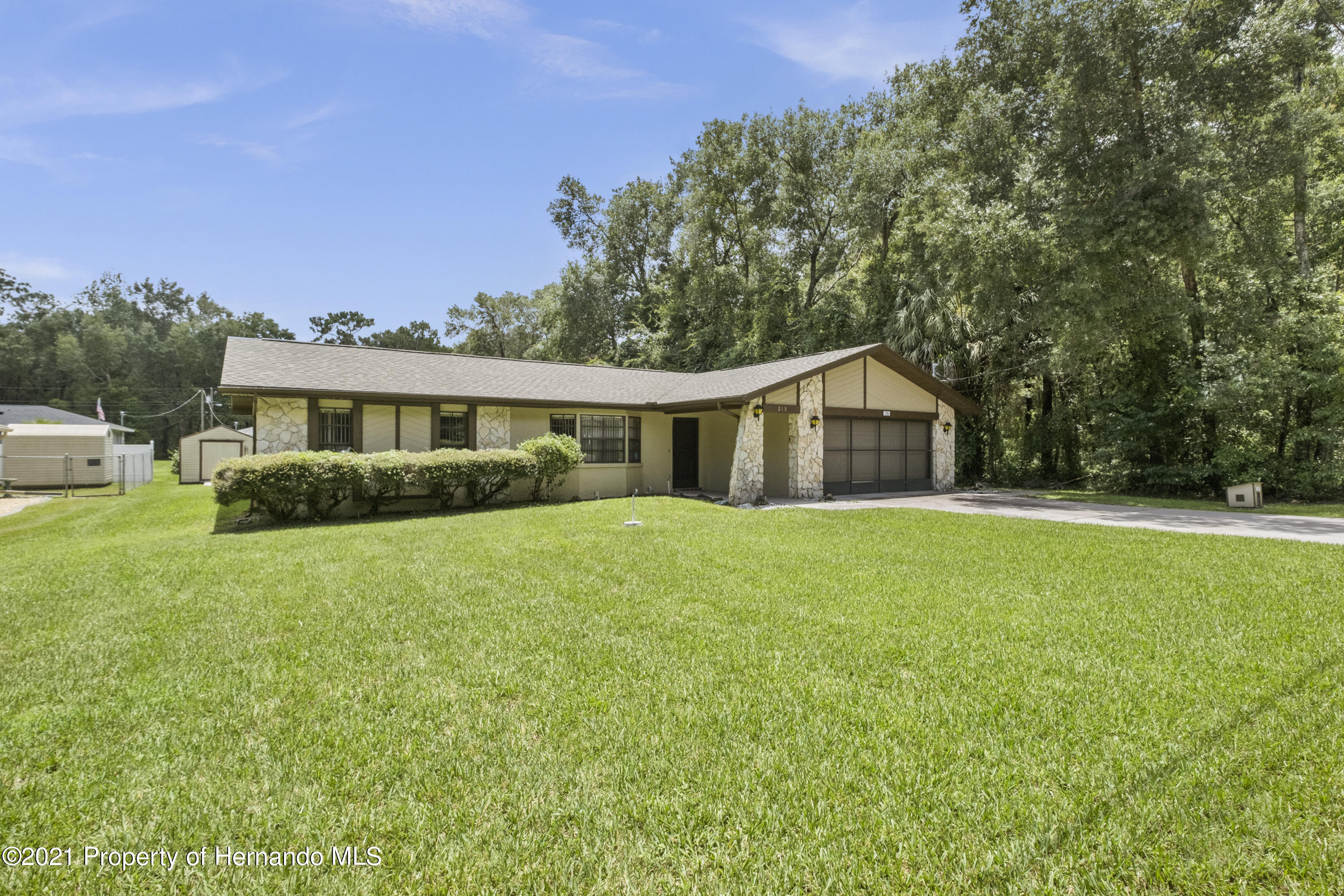 Listing photo id 32 for 215 Temple Street