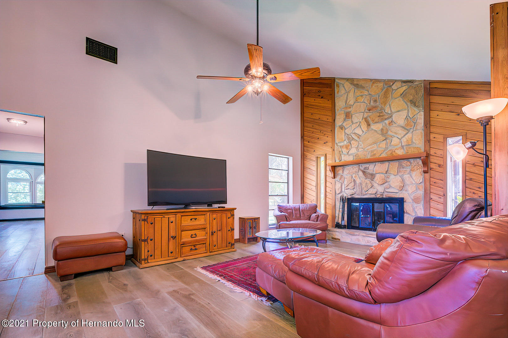 Listing photo id 7 for 4450 Spring Lake Highway