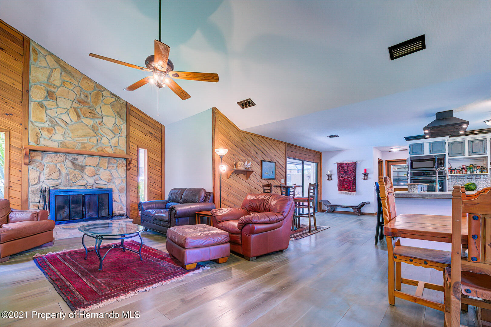 Listing photo id 8 for 4450 Spring Lake Highway
