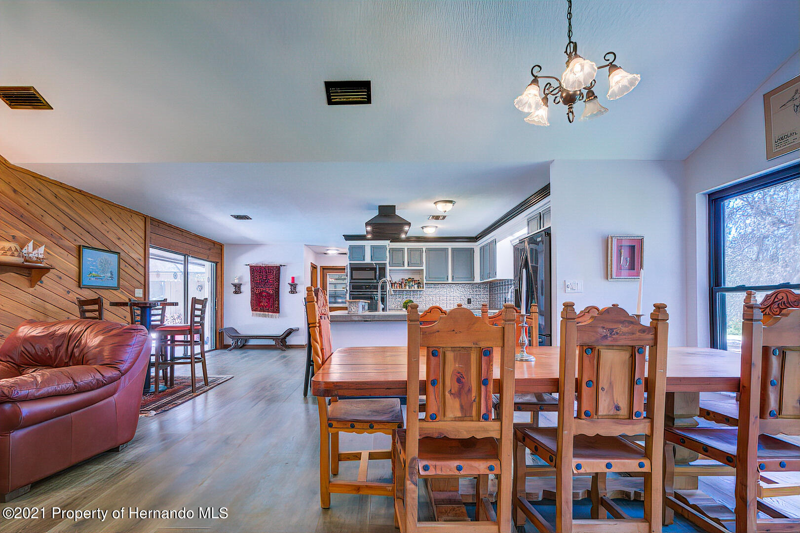 Listing photo id 9 for 4450 Spring Lake Highway
