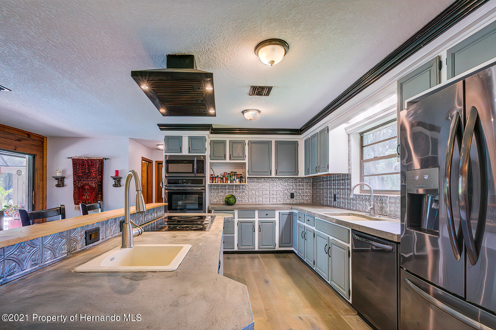 Listing photo id 13 for 4450 Spring Lake Highway