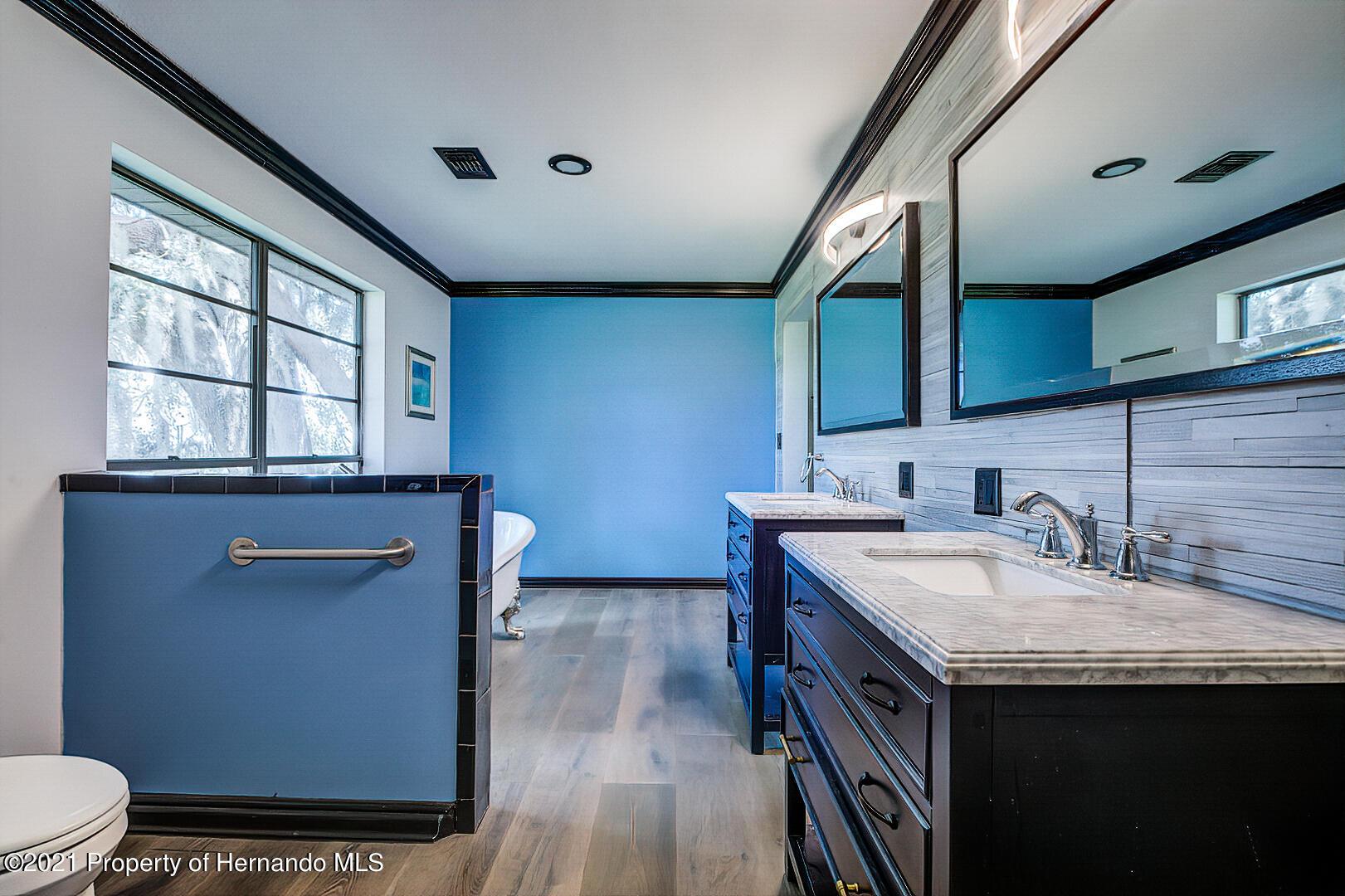 Listing photo id 27 for 4450 Spring Lake Highway